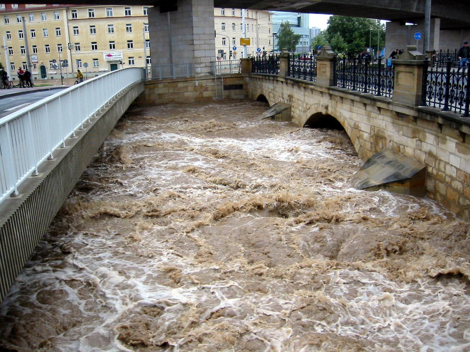 """Résultat de recherche d'images pour """"Überschwemmungen dresden 2002 weisseritz"""""""