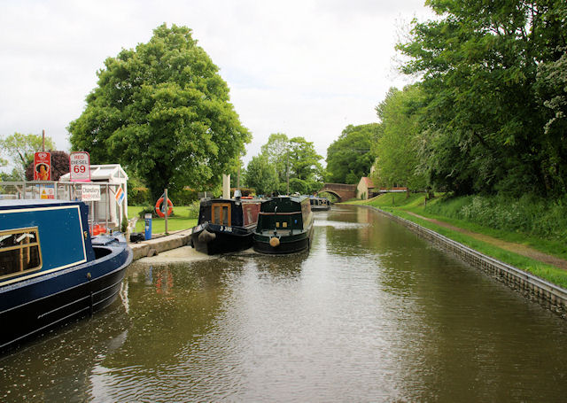 Worcester and Birmingham Canal - geograph.org.uk - 1353590