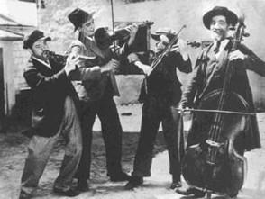 Escena de la Película Yidl Mitn Fidl, 1936.