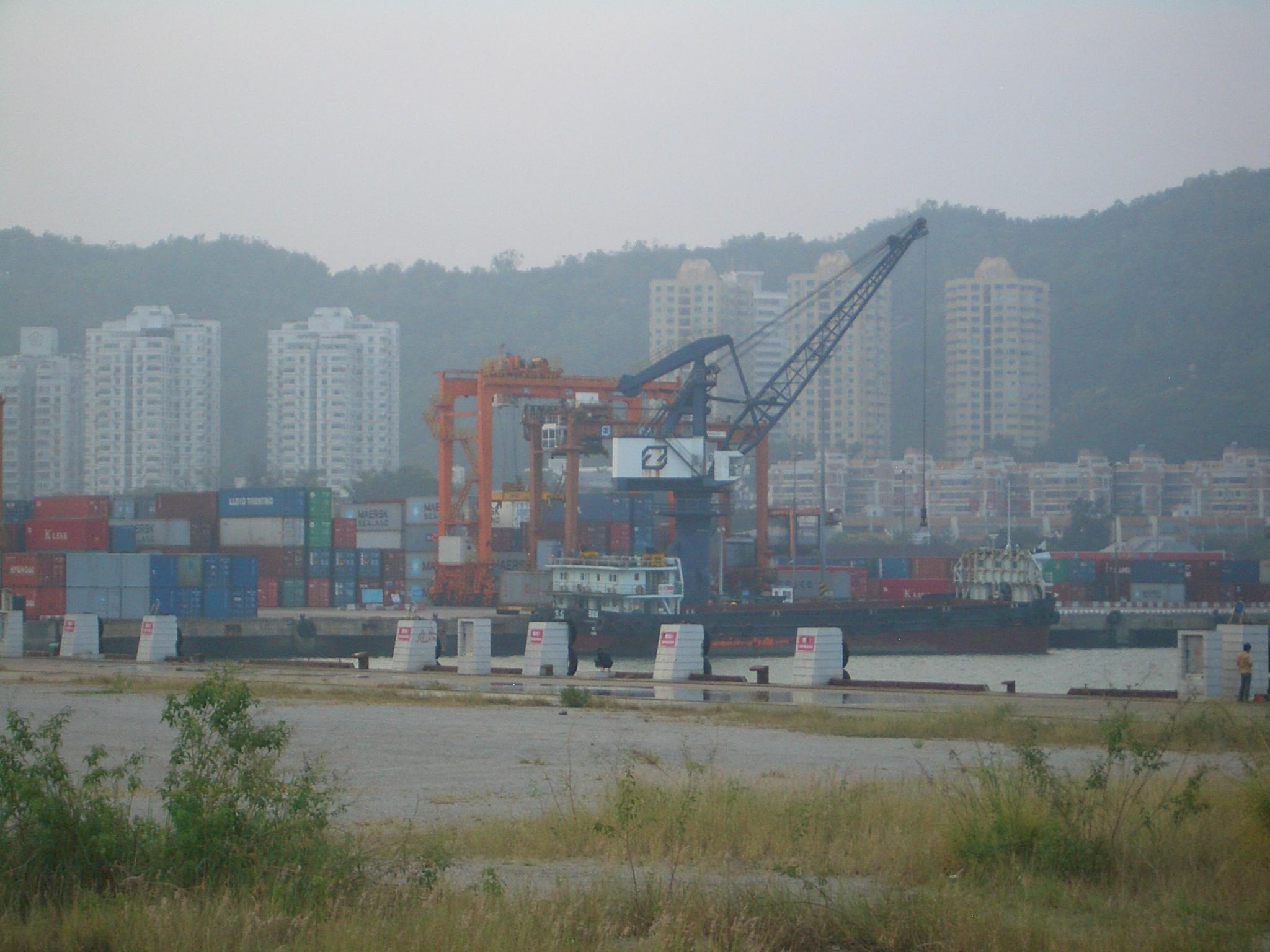 największy port morski w chinach