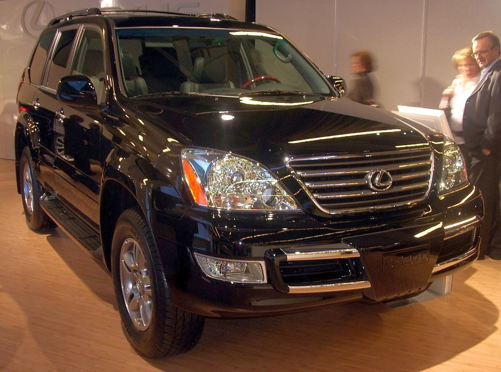 overview view quarters lexus cars three motor trend video front gx