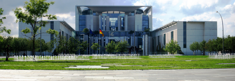 Das Bundeskanzleramt in Berlin. Seit 1999 ist die Bundesregierung in der Hauptstadt angesiedelt.