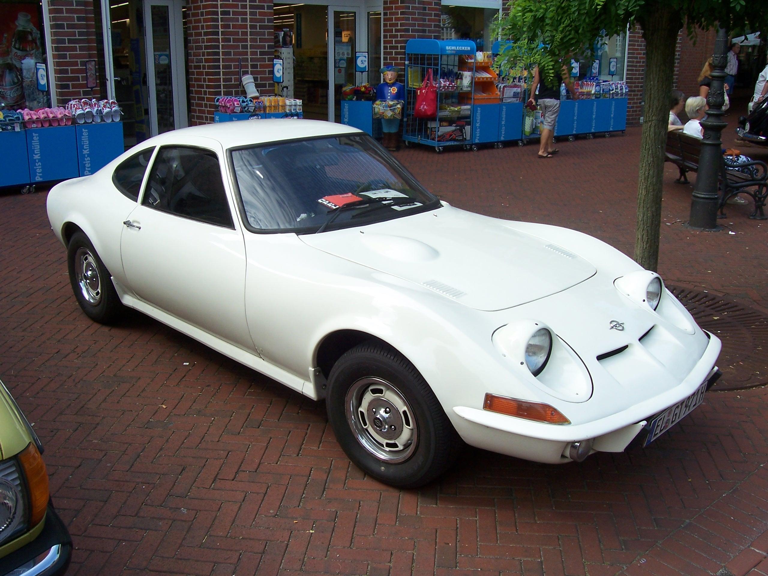 File:1971 Opel GT Haselünne 2000 KM durch Deutschland 12.07.2010 047