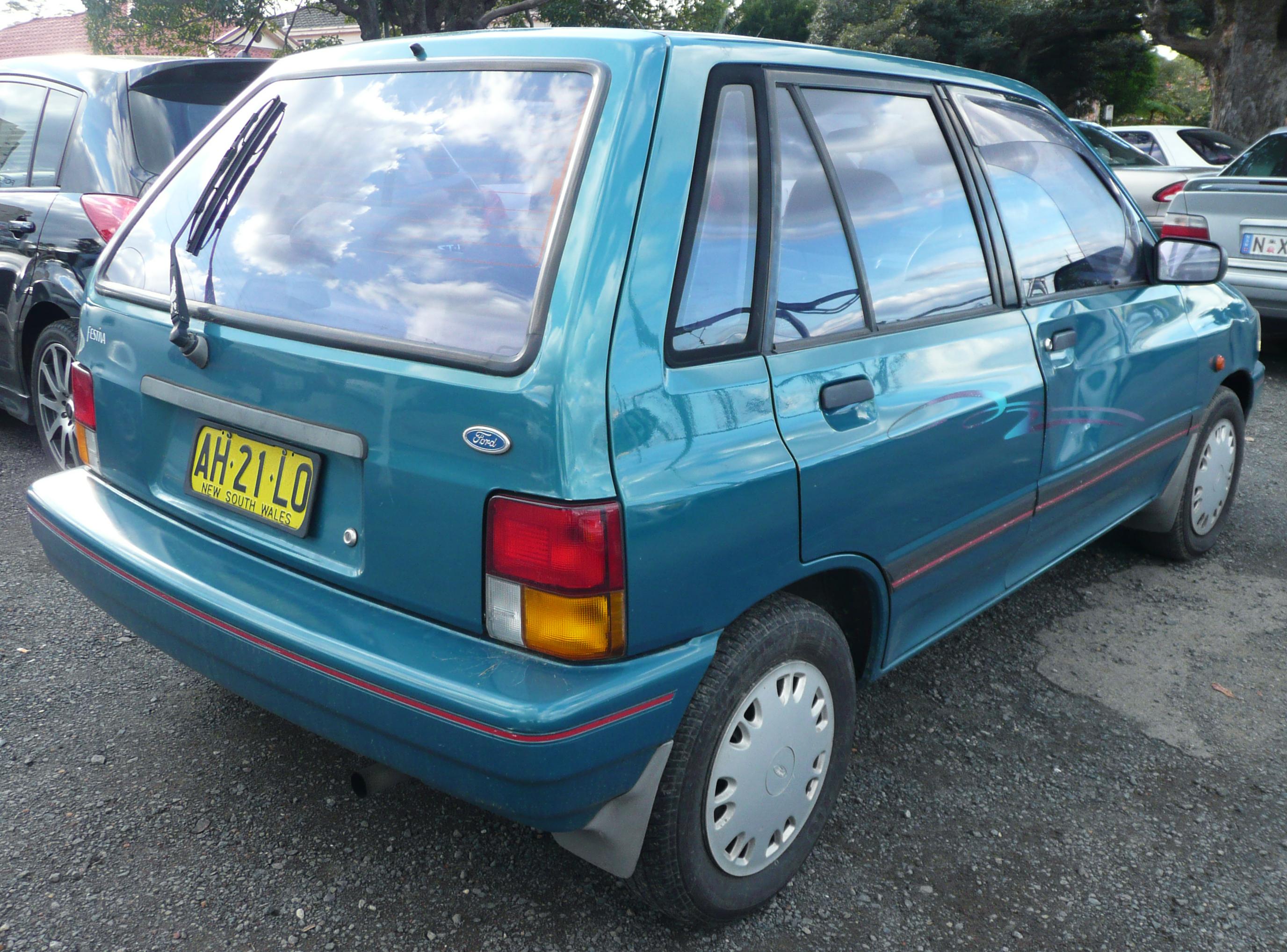 File:1991-1994 Ford Festiva (WA) 5-door hatchback 02 jpg
