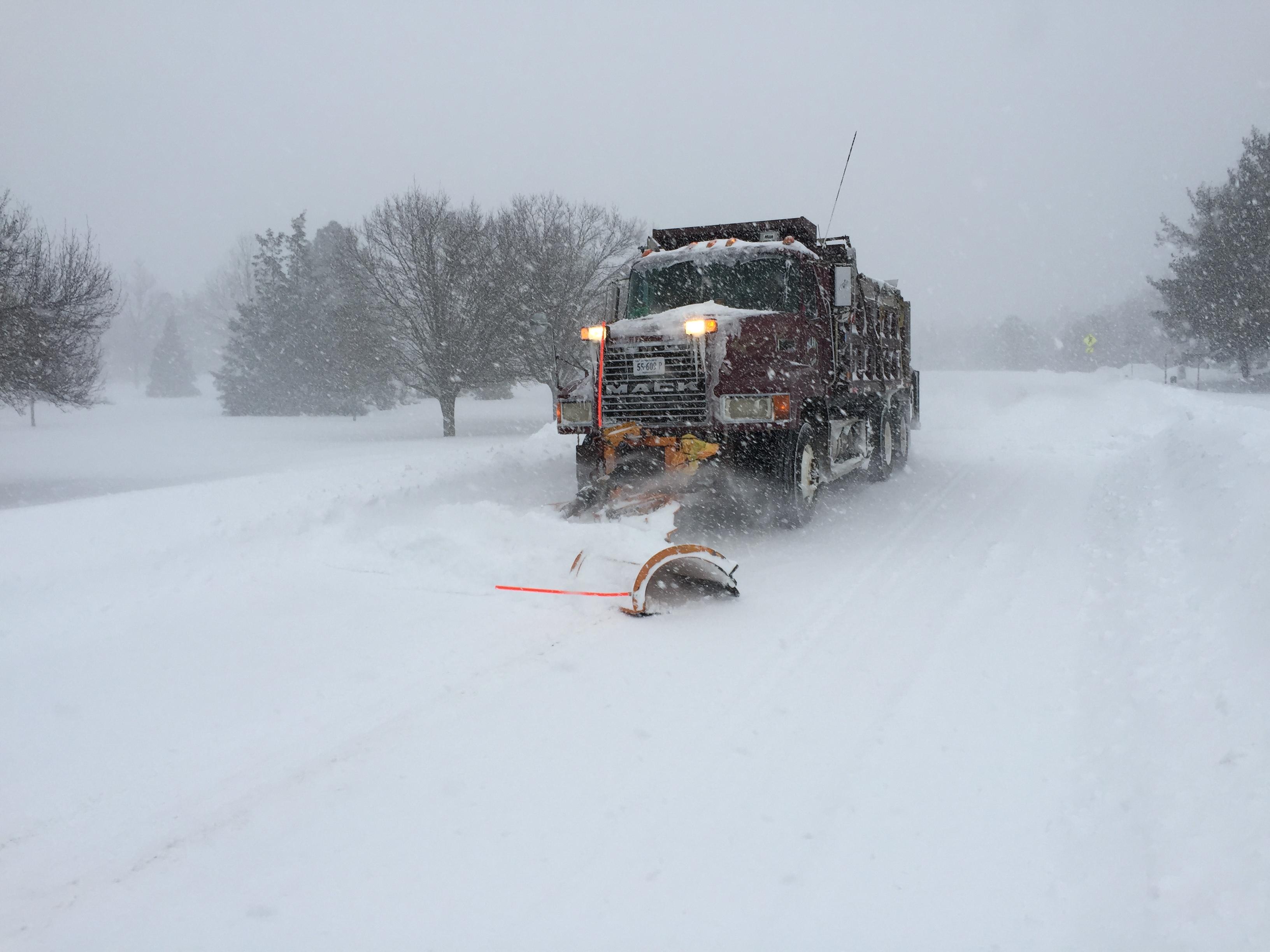 File:2016-01-23 16 20 20 A snow plow along Franklin Farm ...