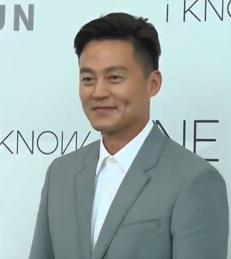 The 47-year old son of father (?) and mother(?) Lee Seo-jin in 2019 photo. Lee Seo-jin earned a  million dollar salary - leaving the net worth at 6 million in 2019