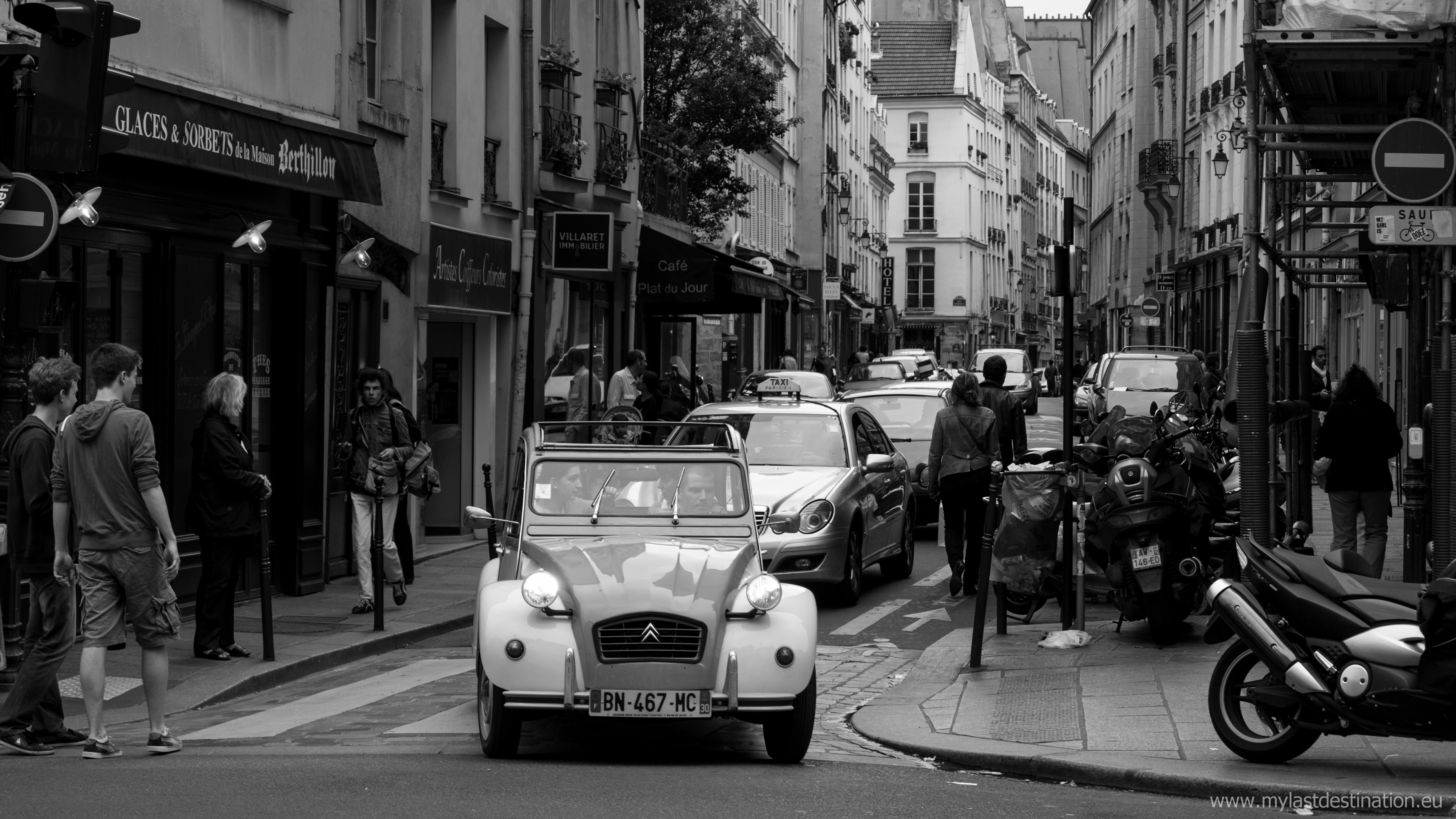 file 2cv in paris rue saint paul 22 june wikimedia commons. Black Bedroom Furniture Sets. Home Design Ideas