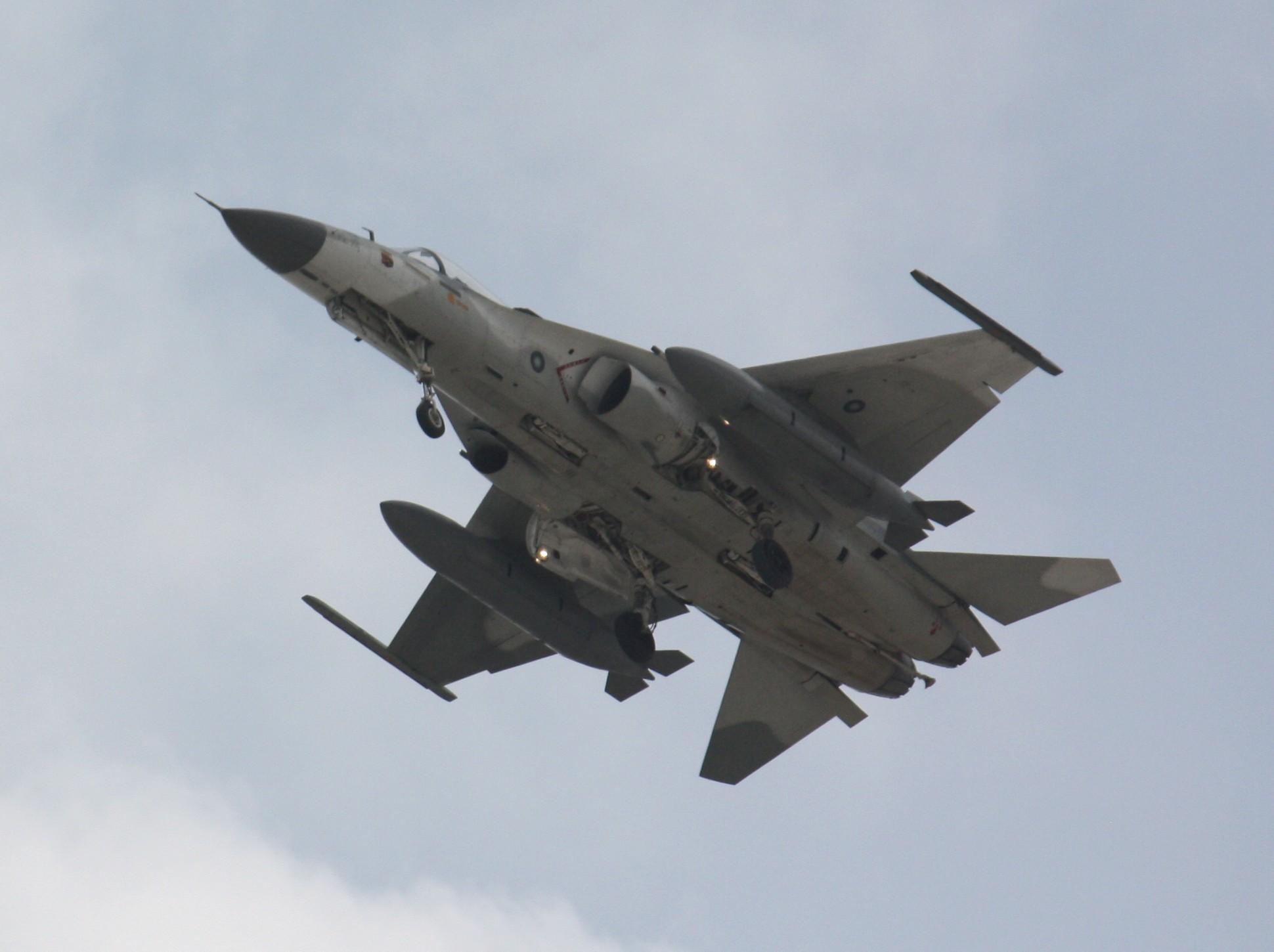 Aircraft_over_Tainan_2.JPG