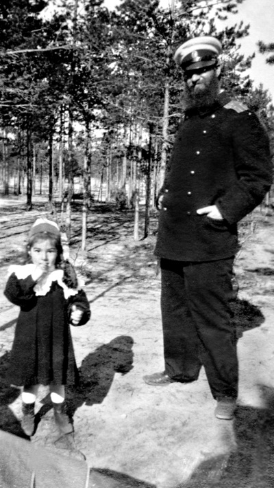 Файл:Alexey Krylov with daughter.JPG