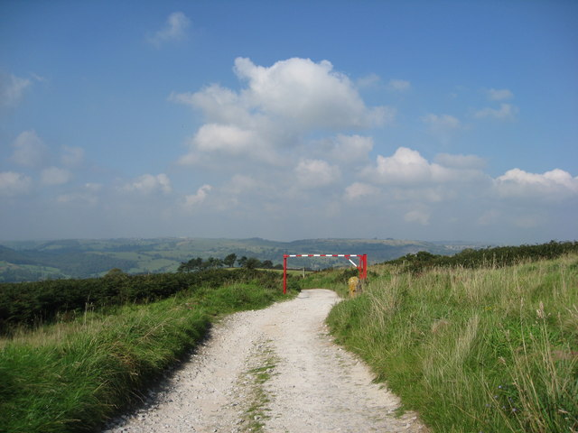 Alport Heights - Leaving the Car Park - geograph.org.uk - 967850