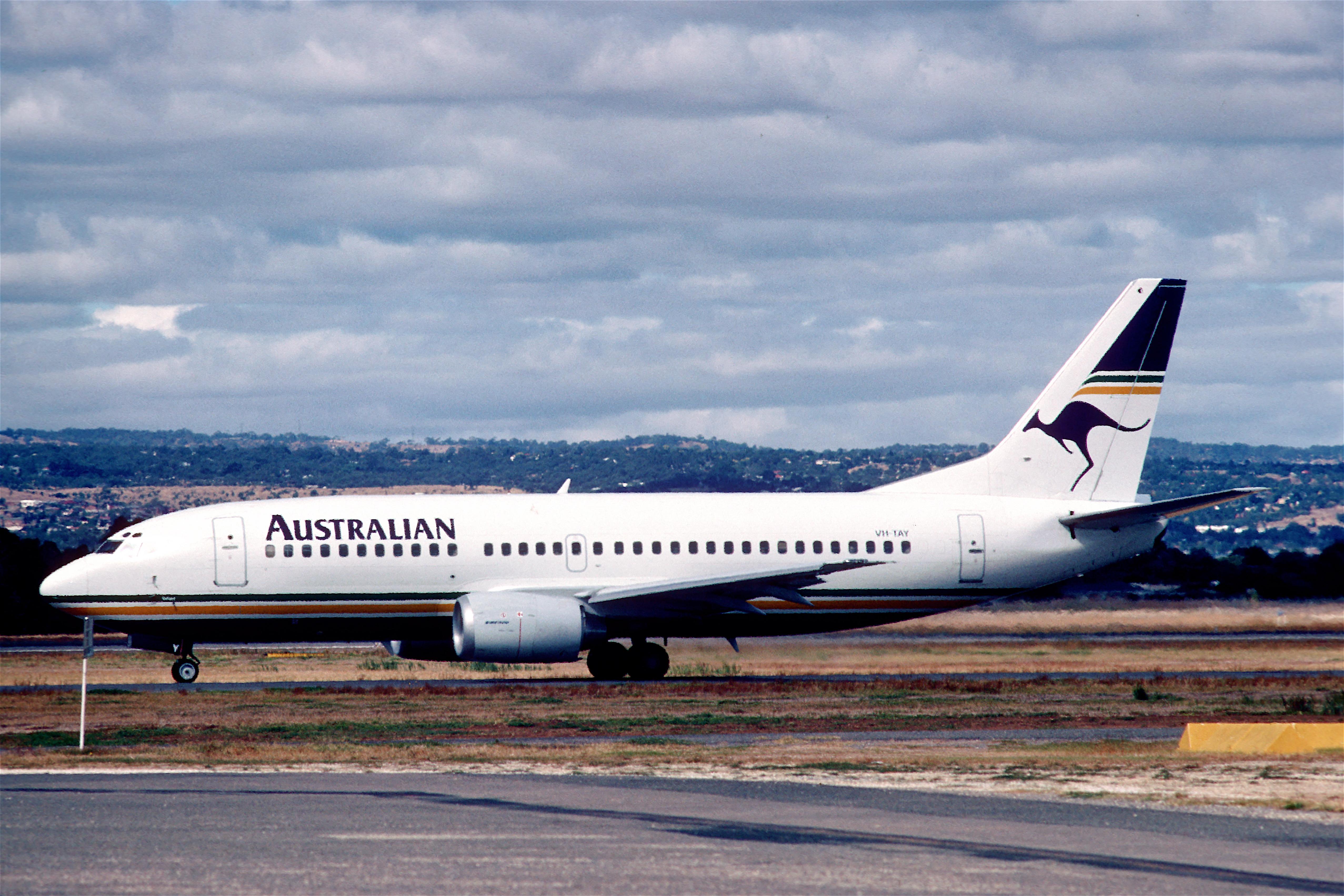 File:Australian Airlines Boeing 737-376; VH-TAY@ASP; June 1990 BAD (5404991896).jpg - Wikimedia ...