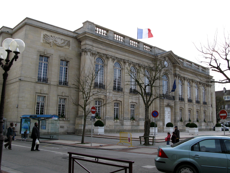 File beauvais h tel de ville wikimedia commons - Piscine tournesol beauvais ...