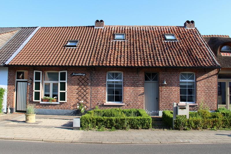 Boerenarbeidershuizen met kleine voortuin uit de 19de eeuw.