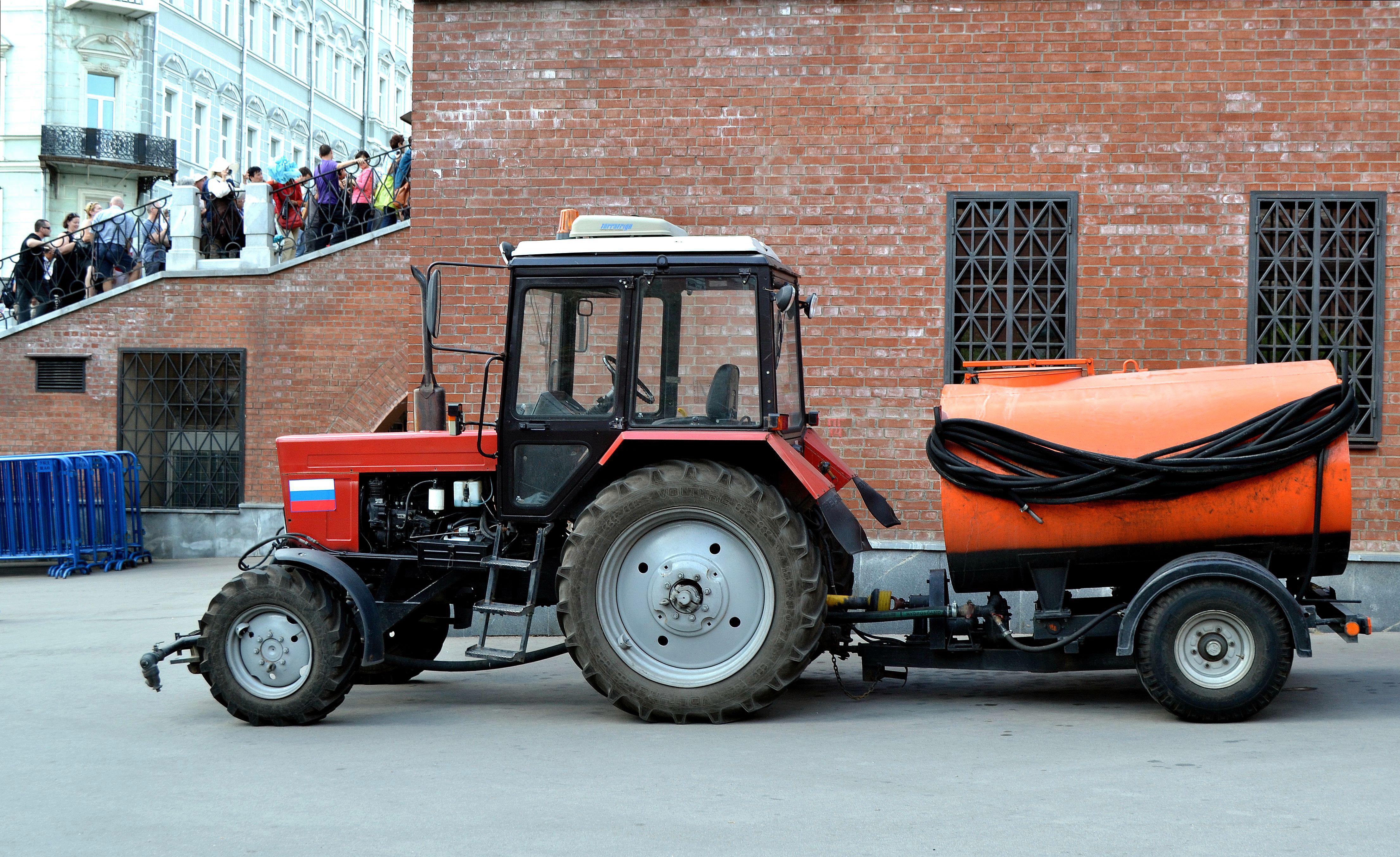 Трактор производства МТЗ