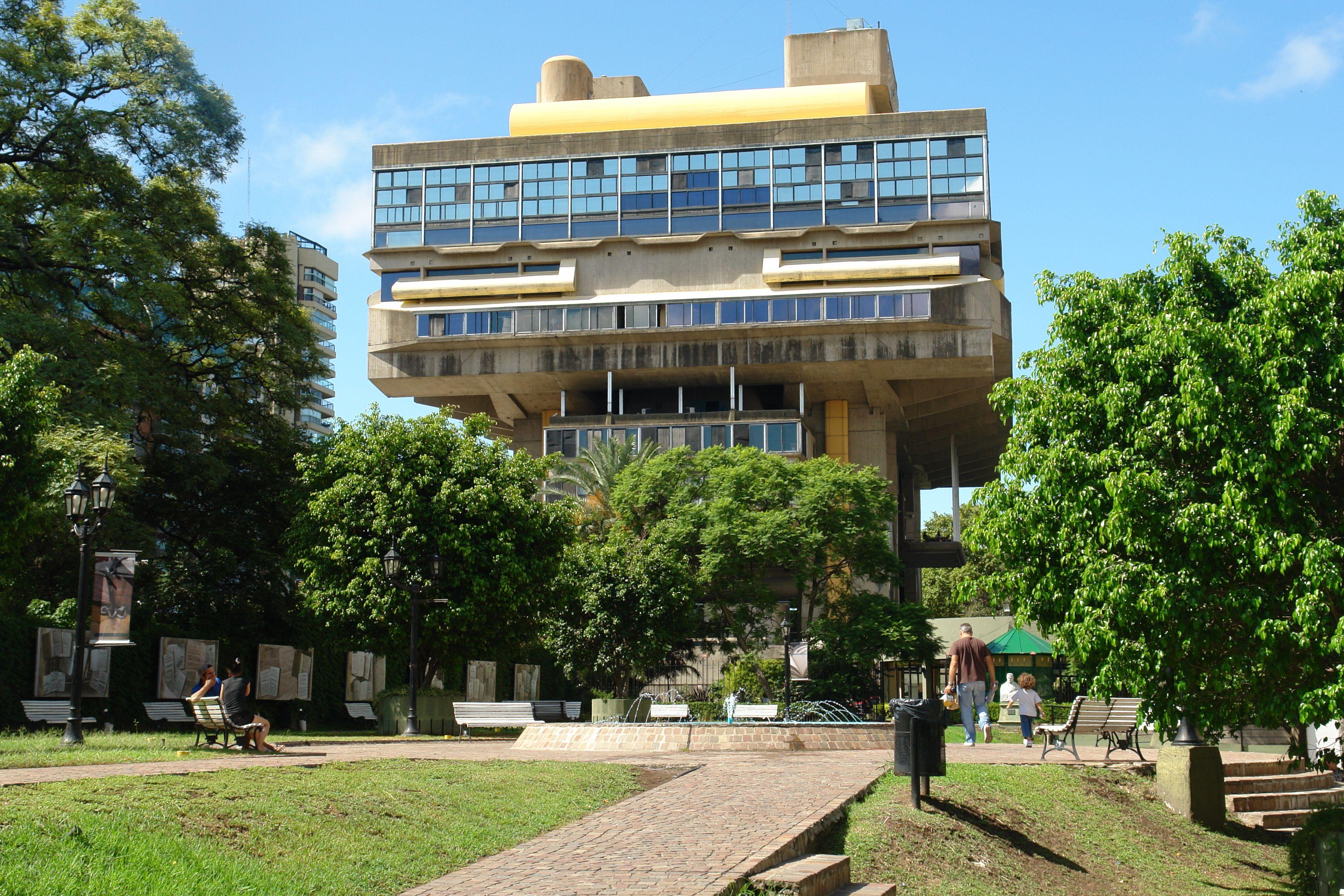 Argentina - Page 2 Biblioteca_Nacional_de_la_Rep%C3%BAblica_Argentina,_Buenos_Aires,_Argentina-21Feb2011