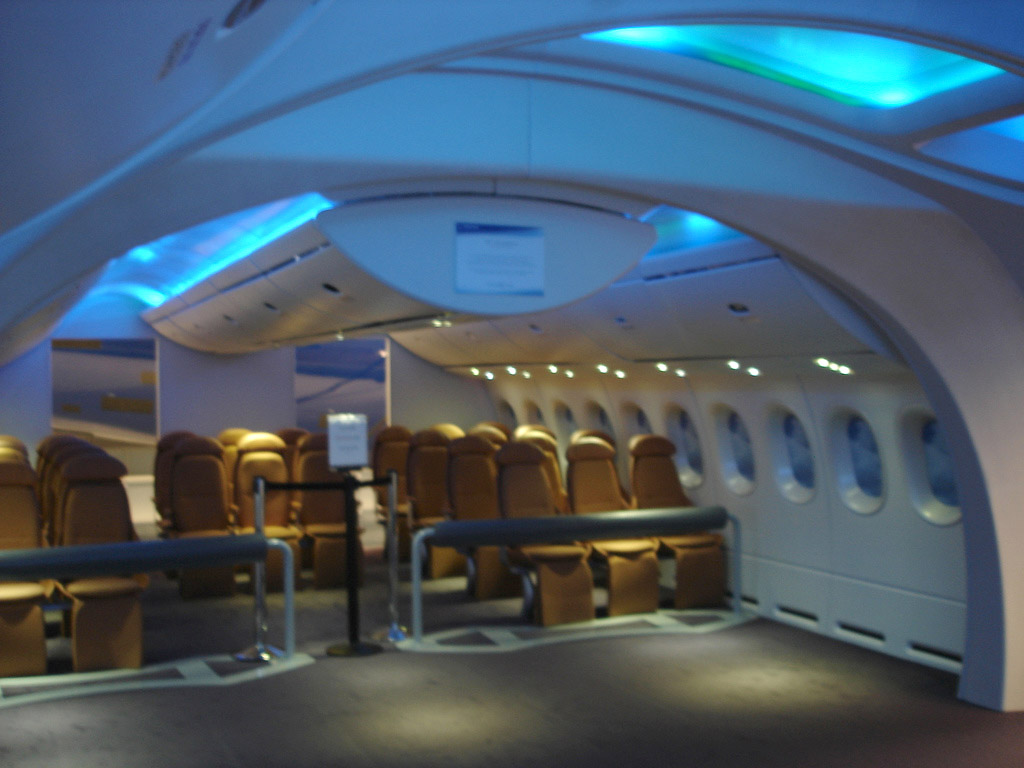 File:Boeing 787 interior mockup.jpg - Wikimedia Commons