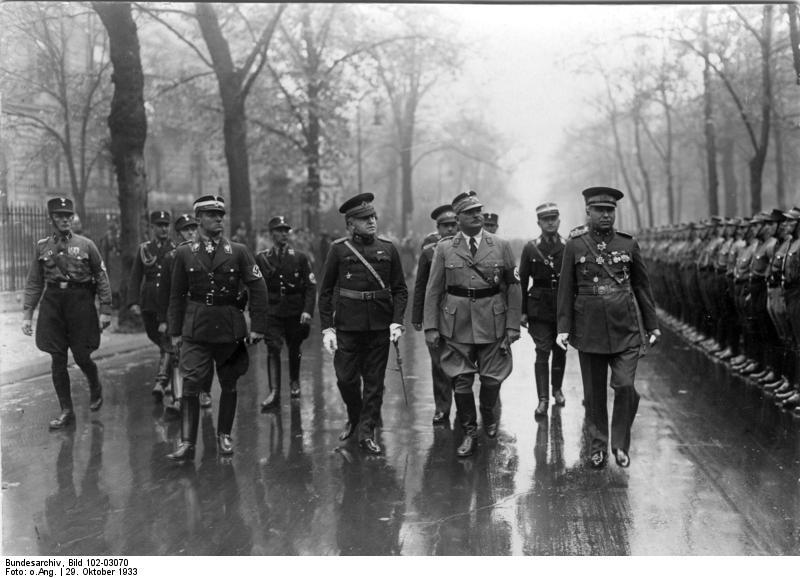 http://upload.wikimedia.org/wikipedia/commons/7/7f/Bundesarchiv_Bild_102-03070%2C_Berlin%2C_10._Jahrestag_der_türkischen_Republik.jpg