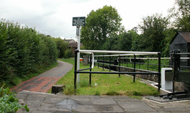 Canal path, Bettws Lane, Newport - geograph.org.uk - 1571681