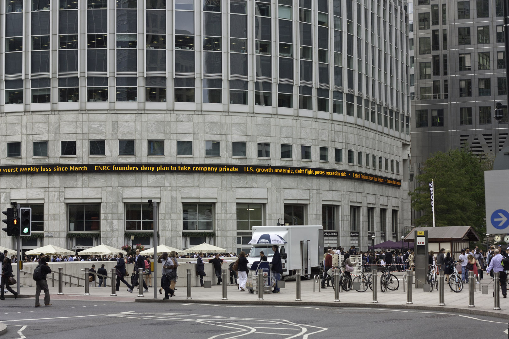 Reuters Stock Charts: Canary wharf stock ticker.jpg - Wikimedia Commons,Chart