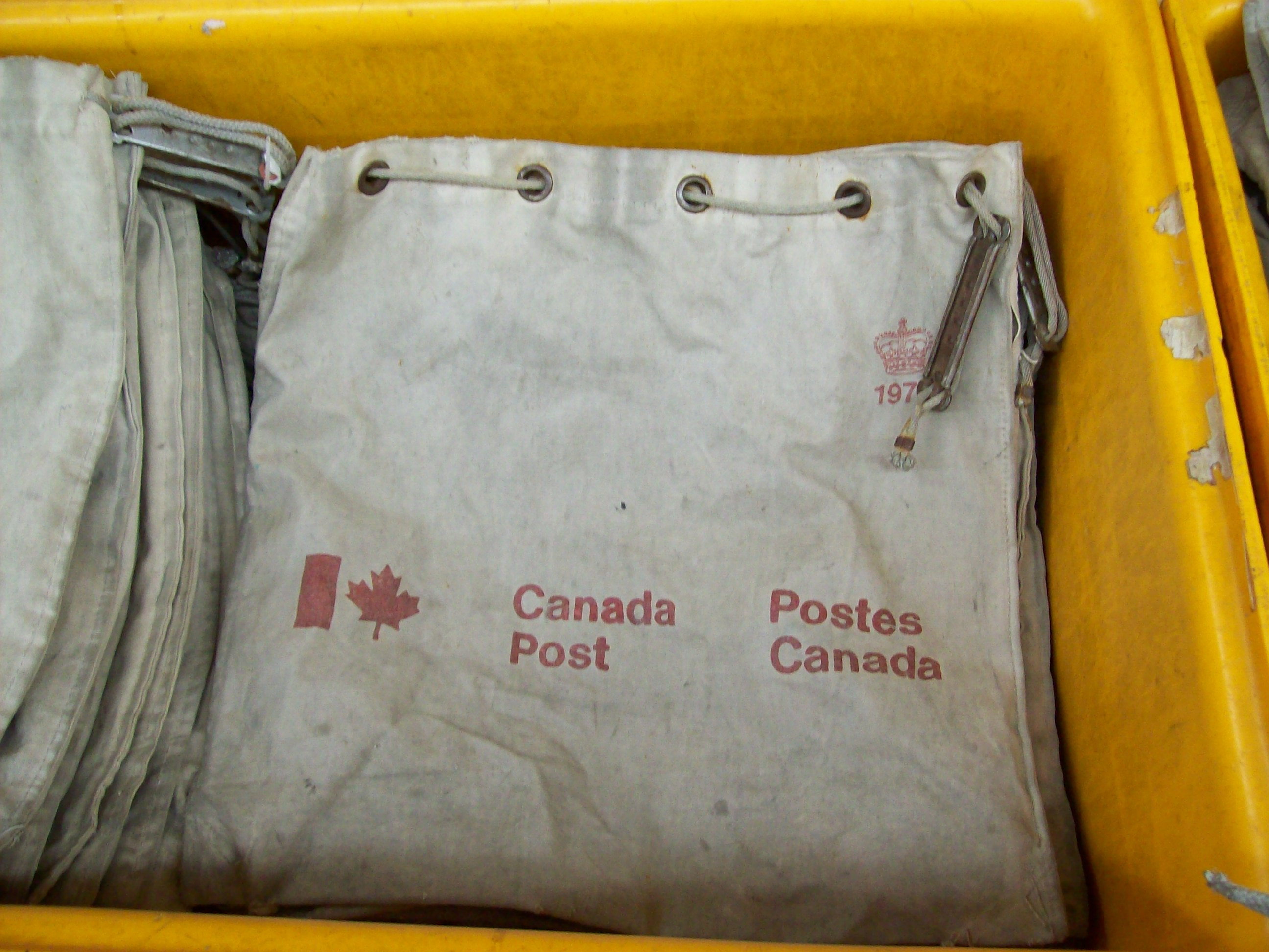 File:Canvas bags.jpg - Wikimedia Commons