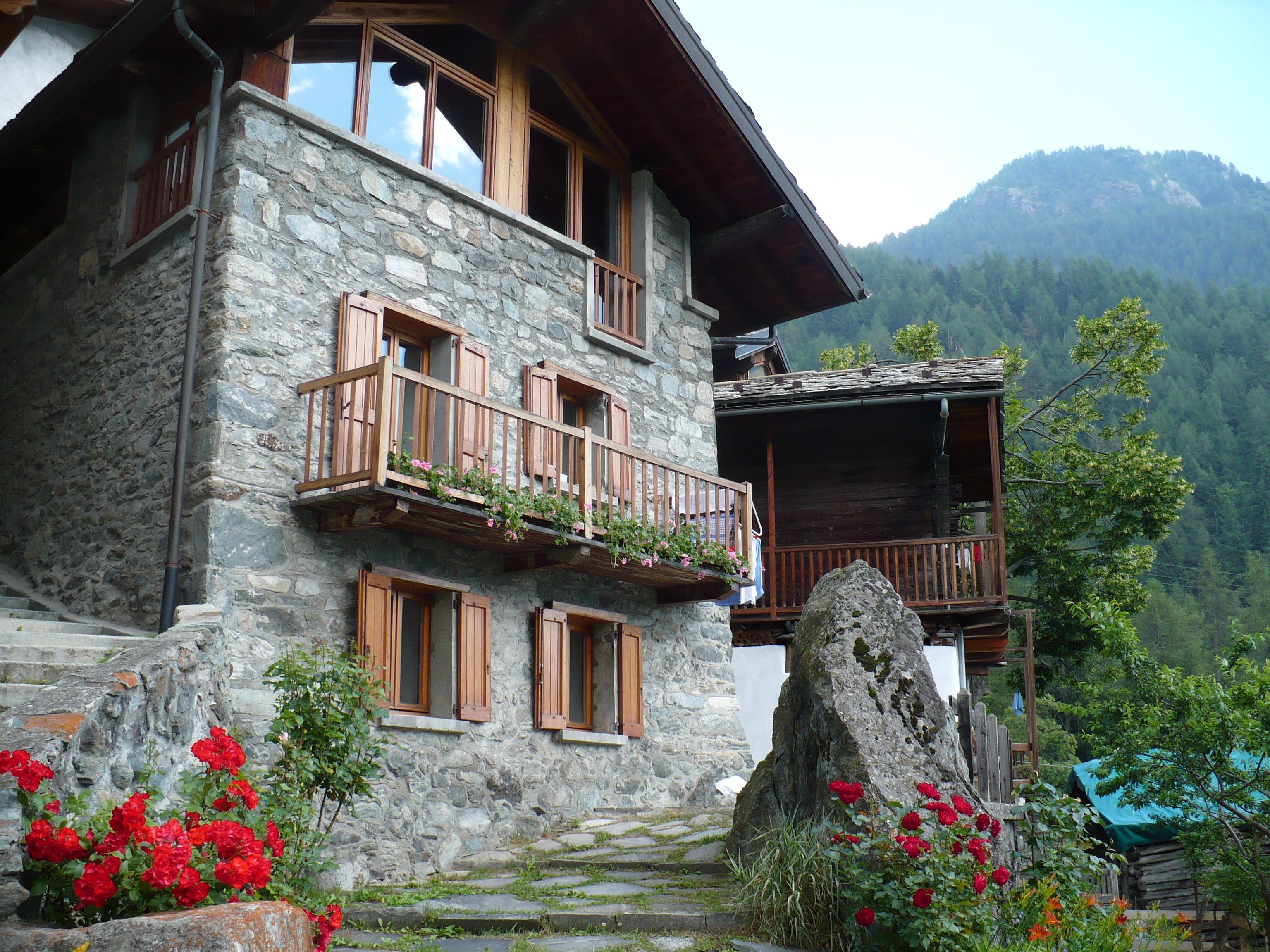 Casa tipica valdostana a Crétaz pron Créta frazione di Valtournenche