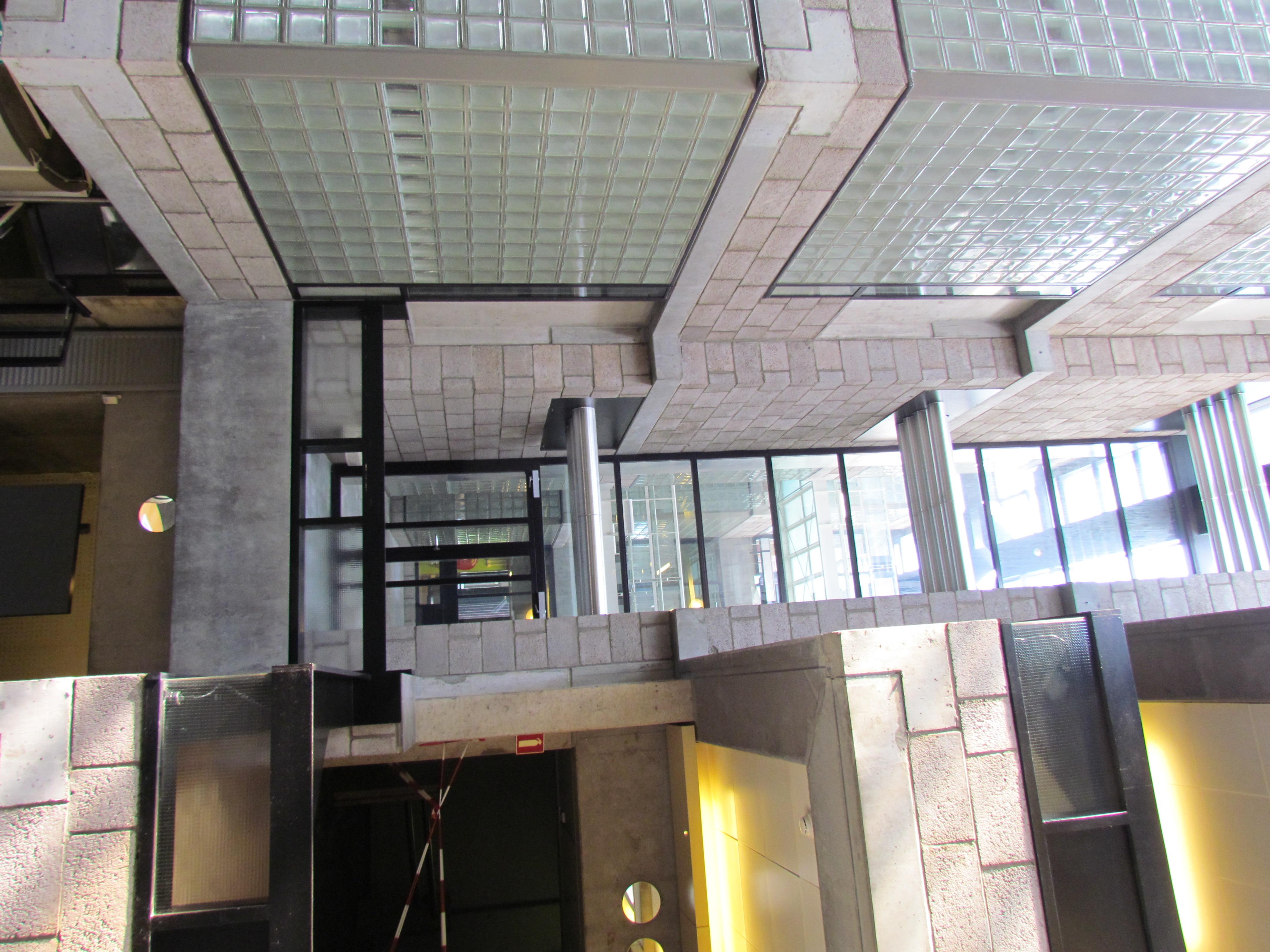File:centraal beheergebouw van herman hertzberger interieur 4 .jpg