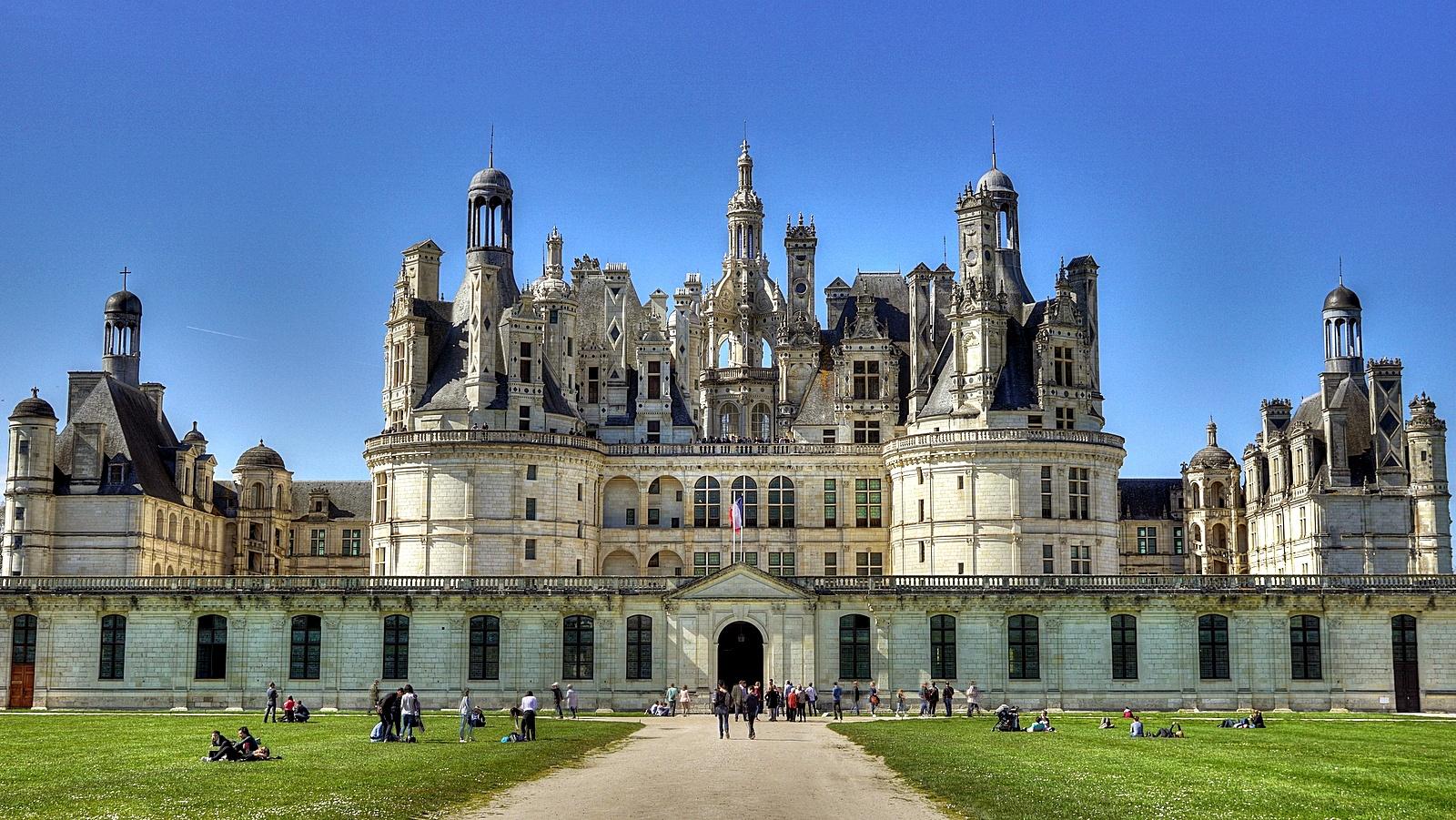 [Image: Chateau_de_Chambord_%2826296412132%29.jpg]