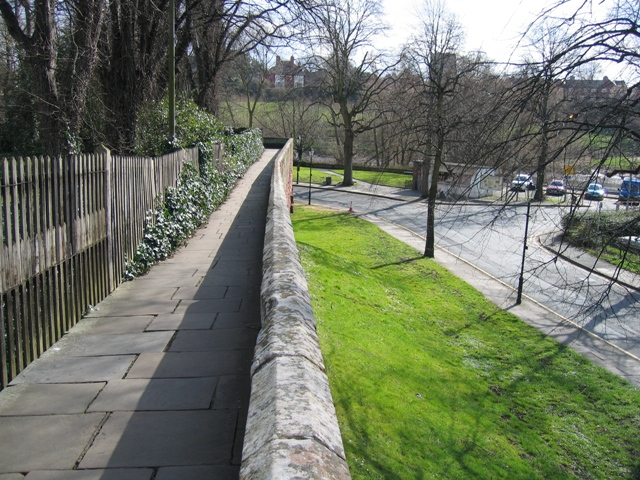 Chester's City Walls - Grosvenor Road to Bridgegate ^5 - geograph.org.uk - 368978