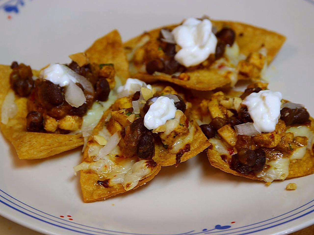 File:Chicken and black bean nachos food.jpg - Wikimedia Commons