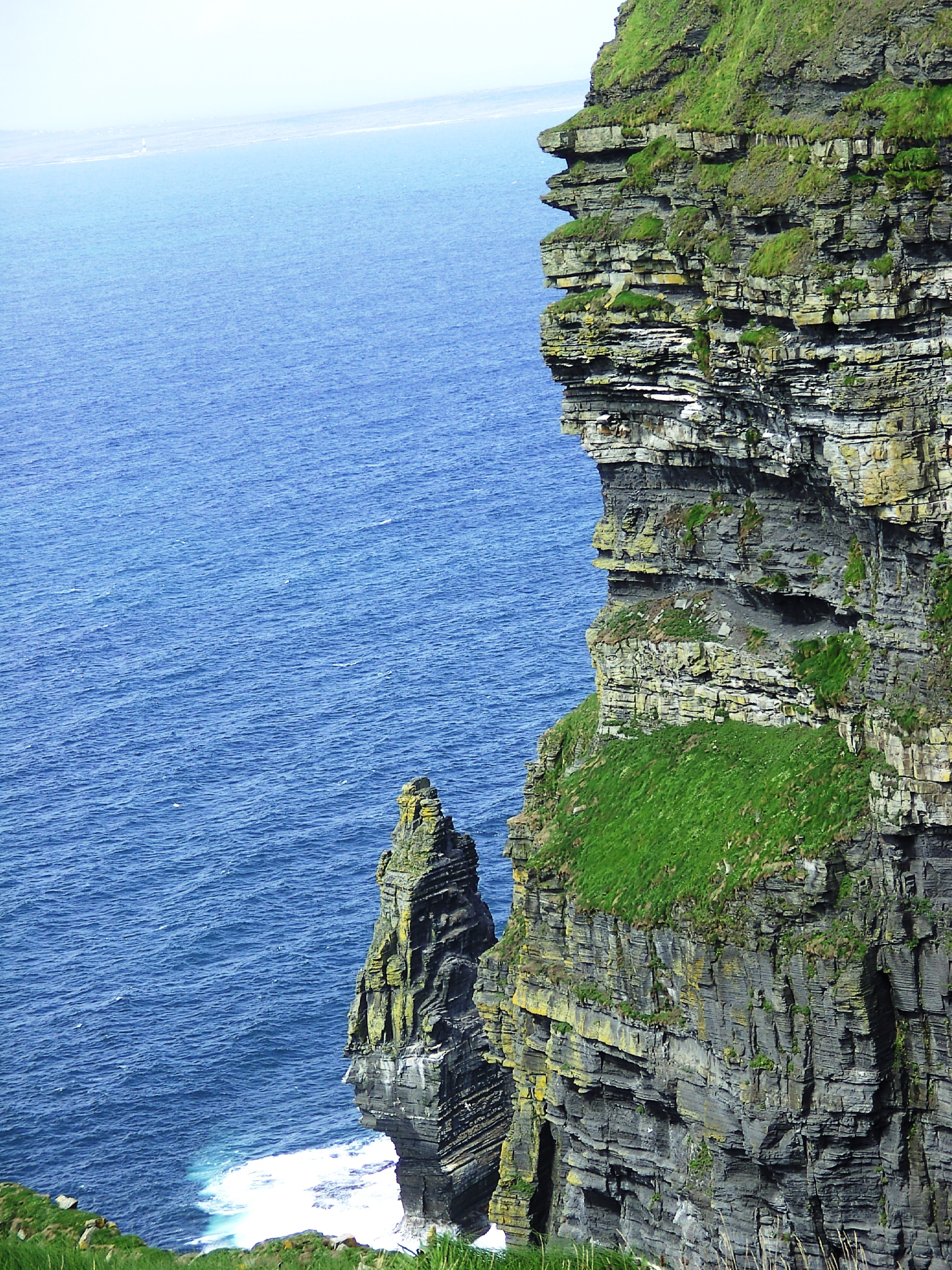 a description of cliffs of moher The cliffs of moher are spectacular - but unfortunately also an example of misguided attempts to exploit the visitor as much as possible.