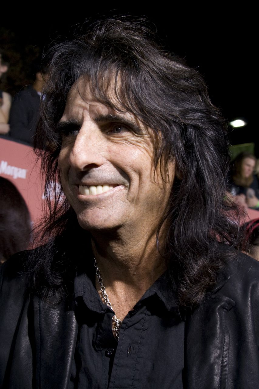 Alice Cooper earned a  million dollar salary, leaving the net worth at 40 million in 2017