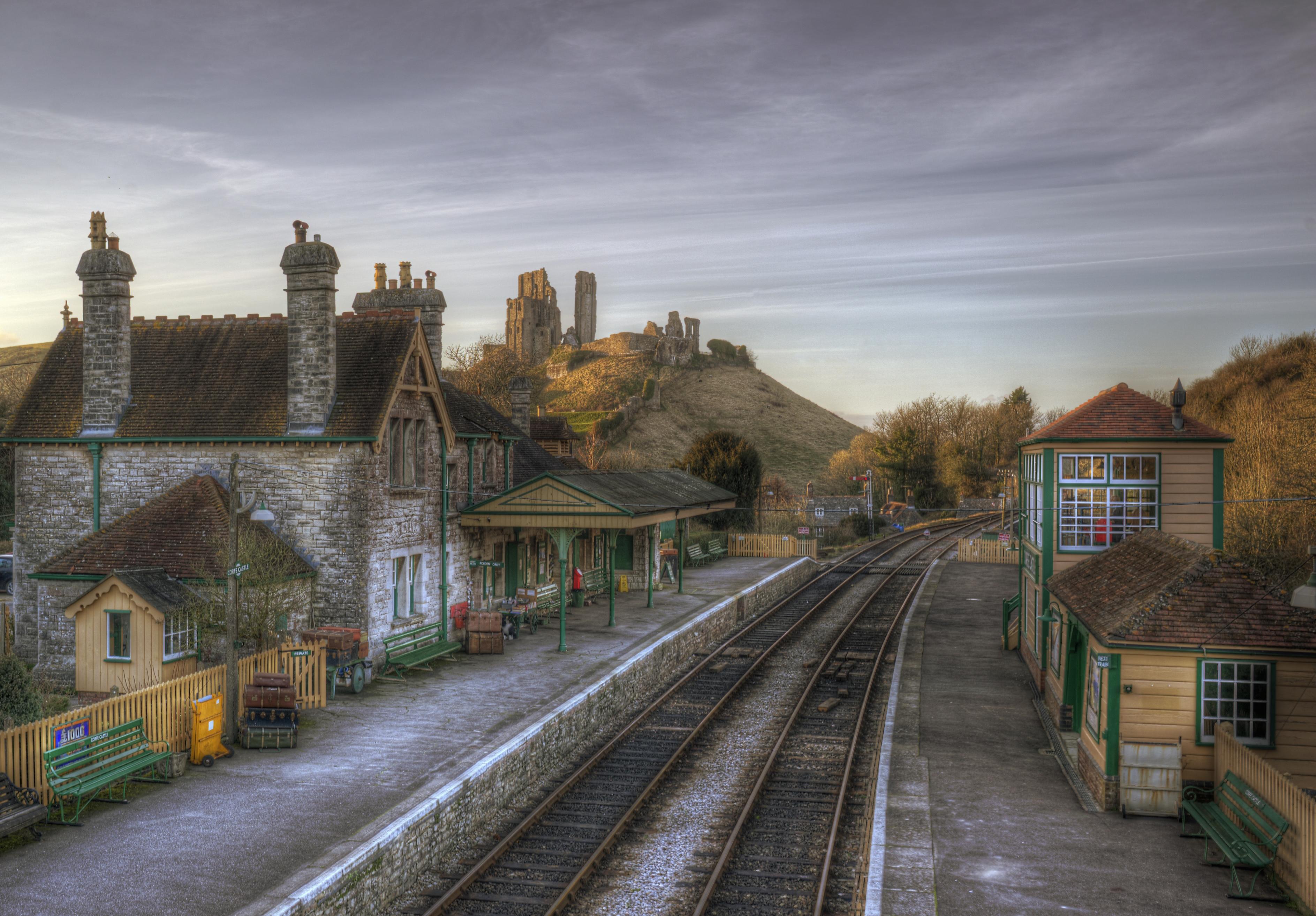 File:Corfe Castle Station (8486156931).jpg - Wikimedia Commons: commons.wikimedia.org/wiki/file:corfe_castle_station_(8486156931).jpg
