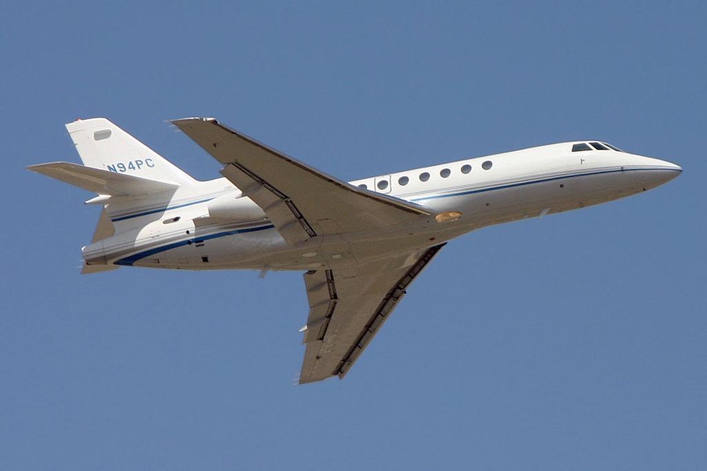 Dassault_Falcon_50%2C_Private_JP5986505.jpg