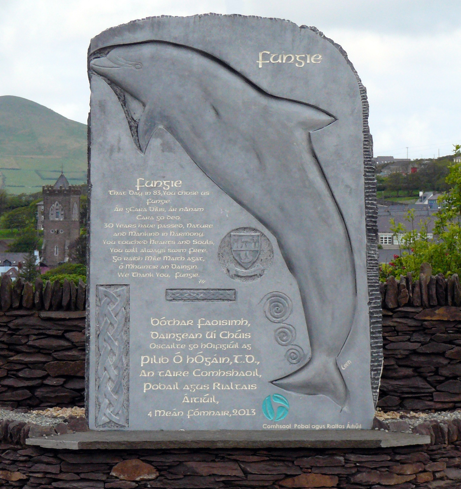 File Dolphin Fungie Memorial Dingle Co Kerry Ireland Jpg Wikimedia Commons Dingle boat tours to see fungie! https commons wikimedia org wiki file dolphin fungie memorial dingle co kerry ireland jpg