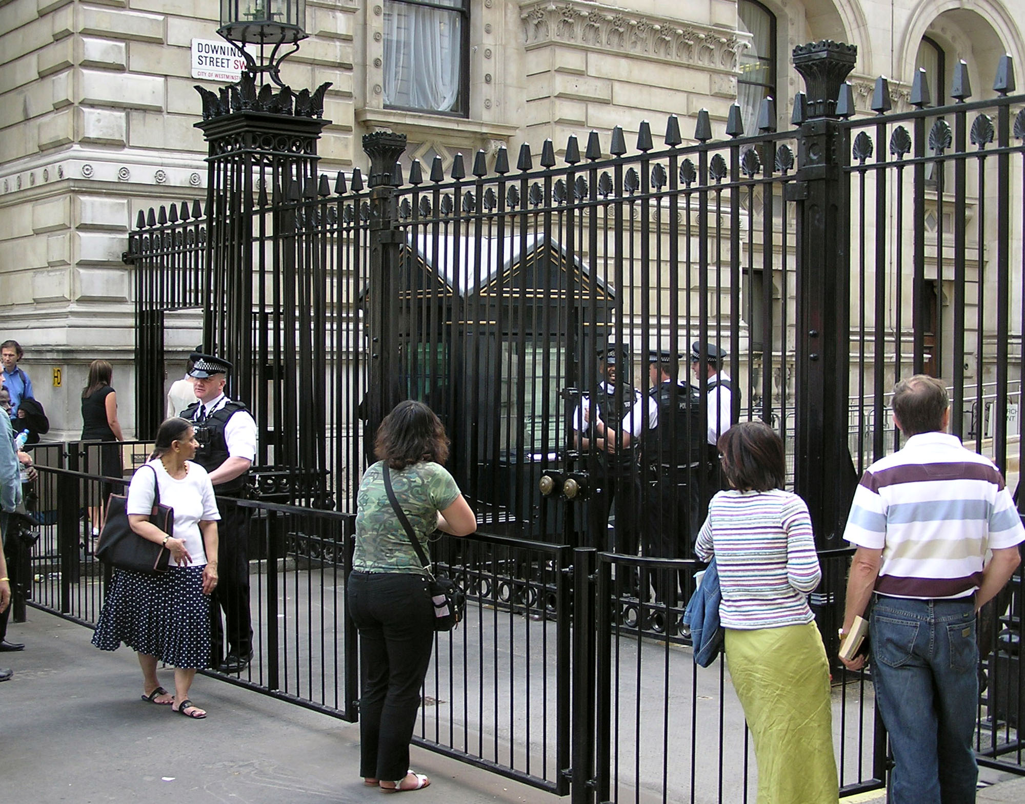 Downing.street.gates.london.arp.jpg