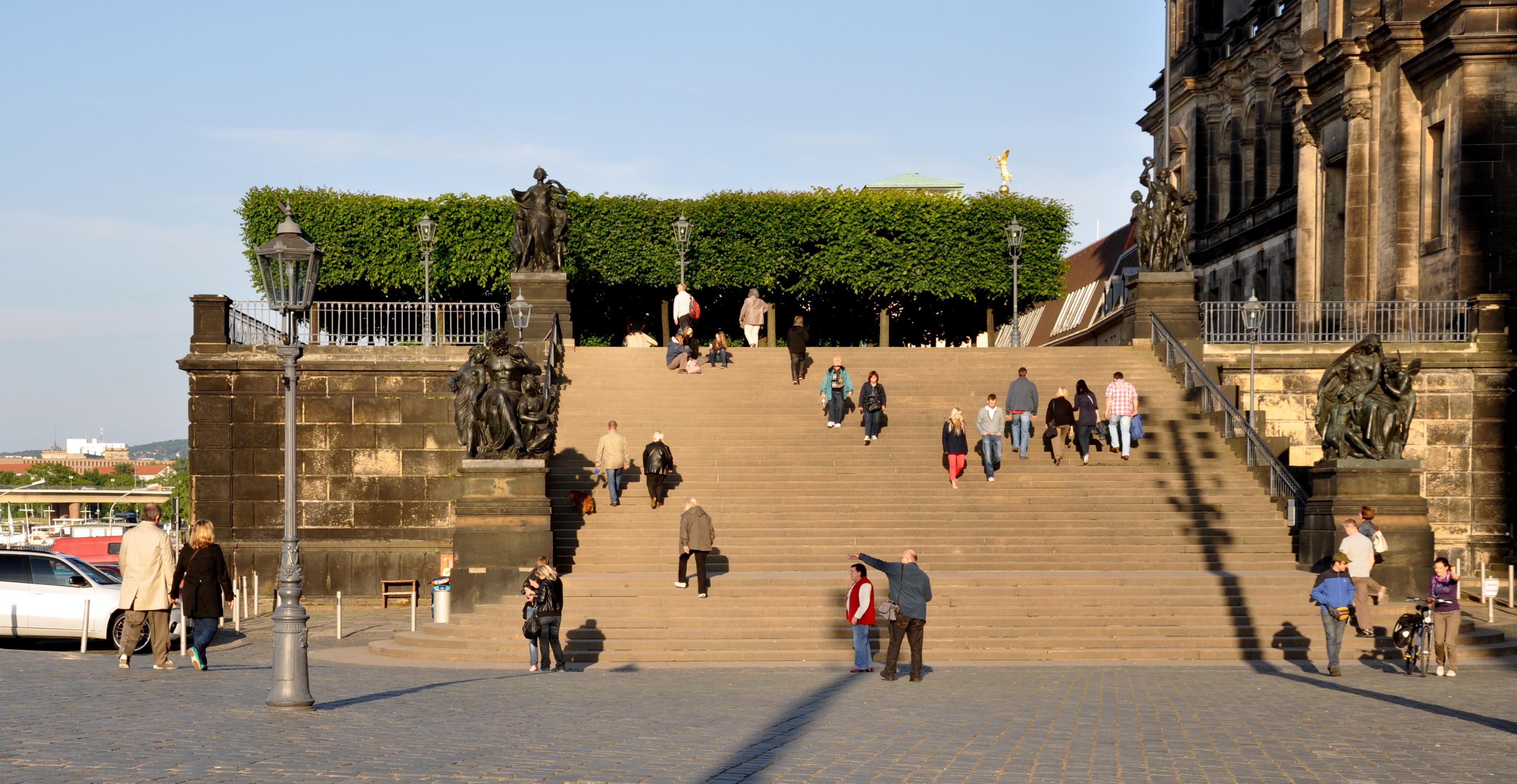 File Dresden Bruhlsche Terrassen Freitreppe 2012 Jpg Wikimedia Commons