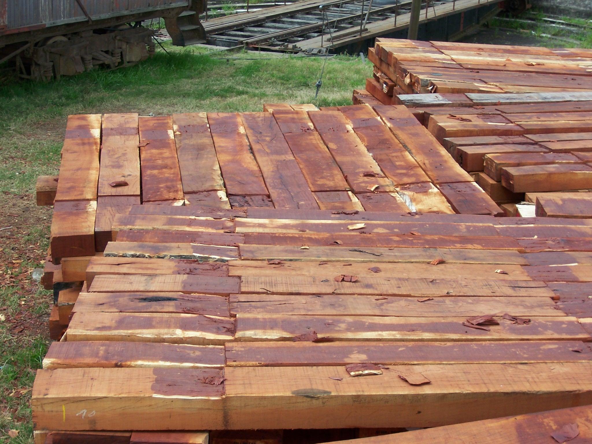 File durmientes de madera for Casas de madera para el jardin