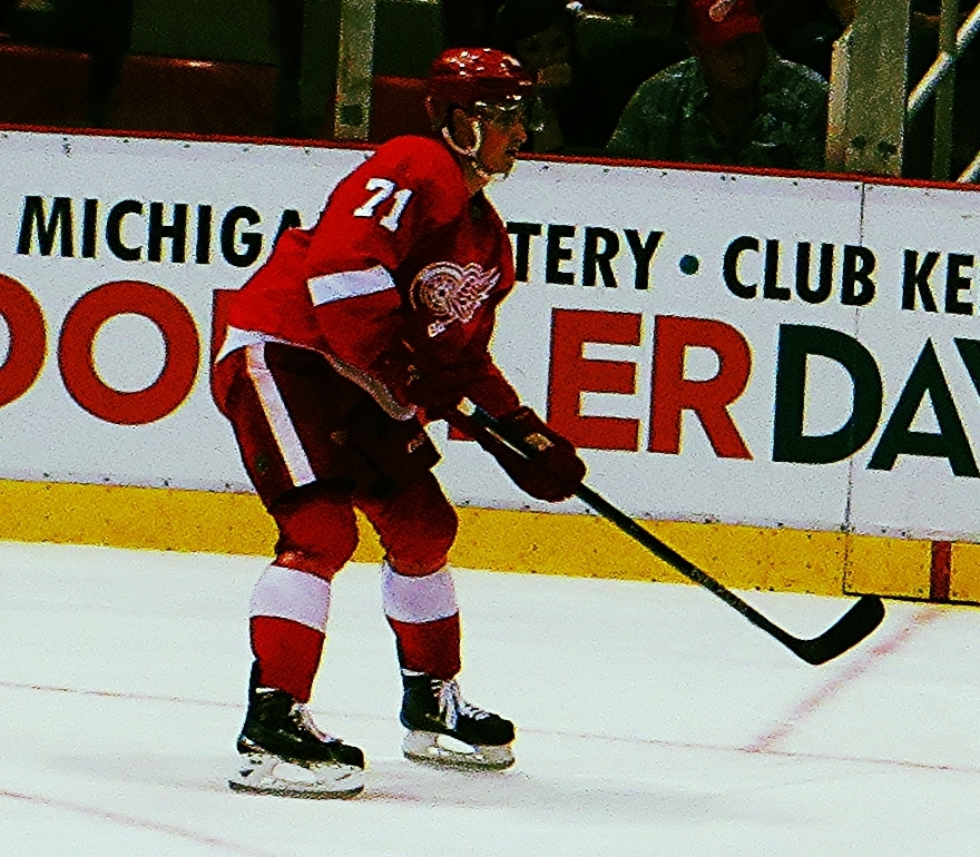 55e7f1b47 Larkin playing for the Red Wings in the 2015-16 NHL preseason