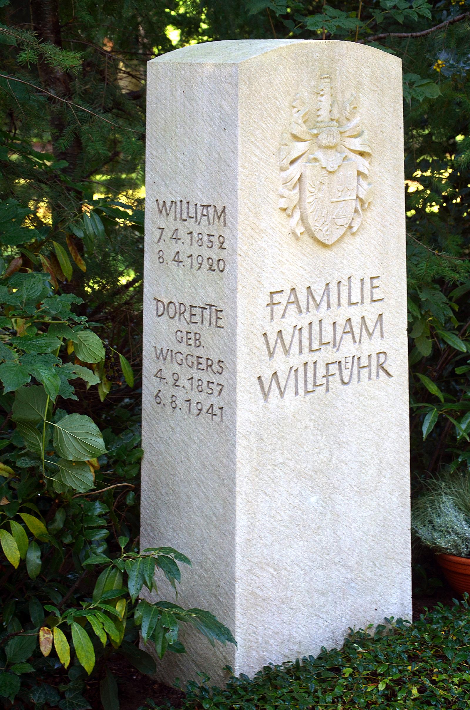 File:Ehrengrab William Willführ 1852 1920 Stadtfriedhof Engesohde ...