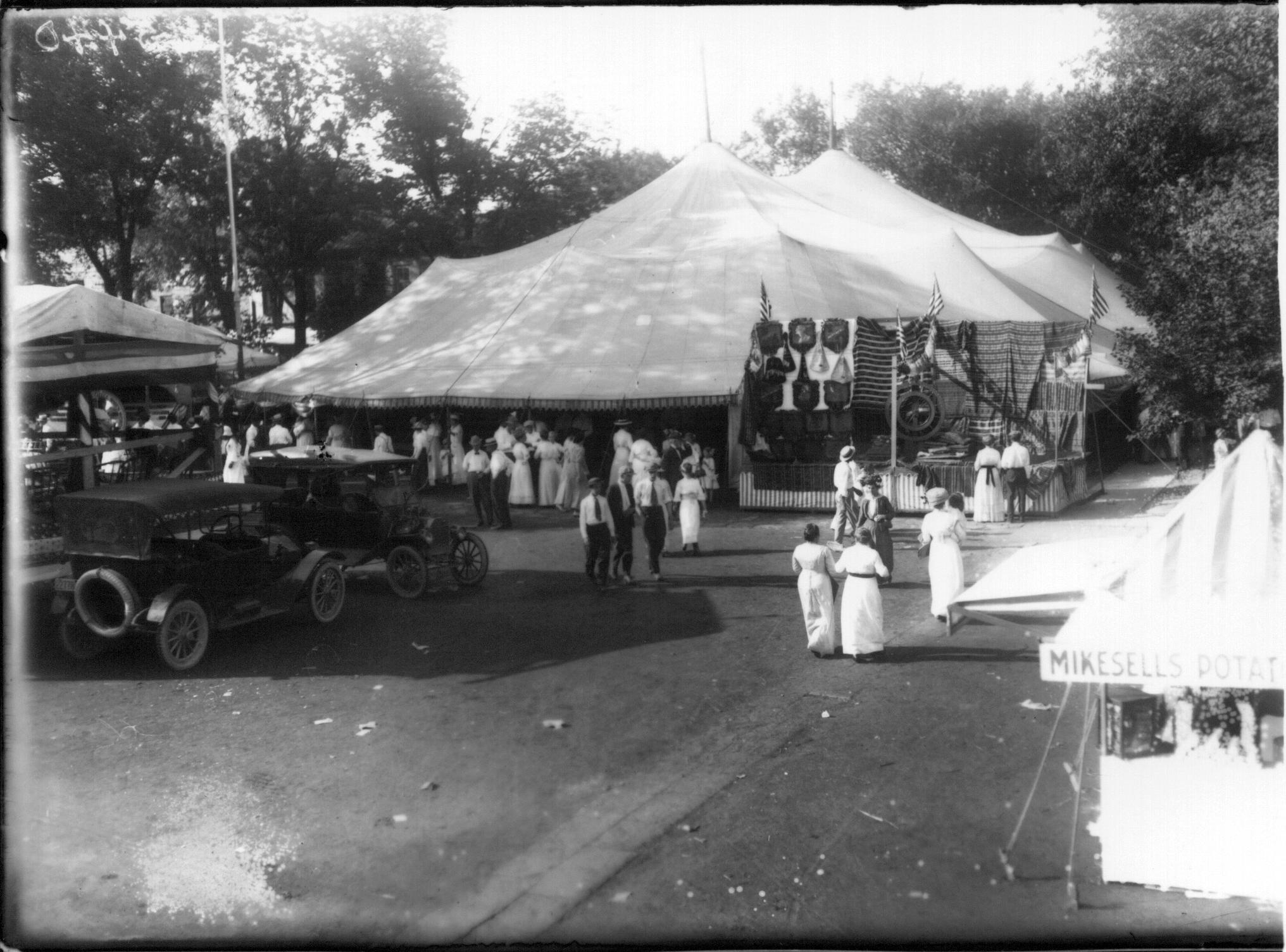 FileExterior of exhibit tent at Oxford Street Fair 1915 (3190754689).jpg & File:Exterior of exhibit tent at Oxford Street Fair 1915 ...