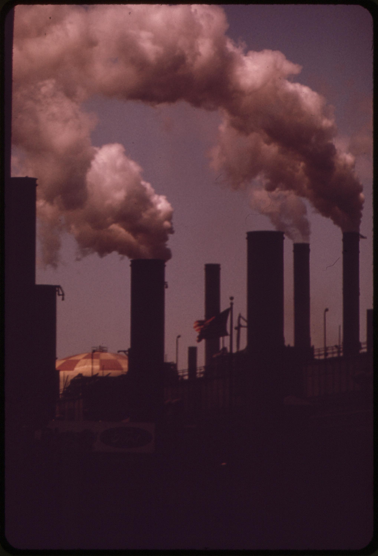Rauchende Schornsteine, Cleveland 1973 - Quelle: WikiCommons, Details siehe Artikelende