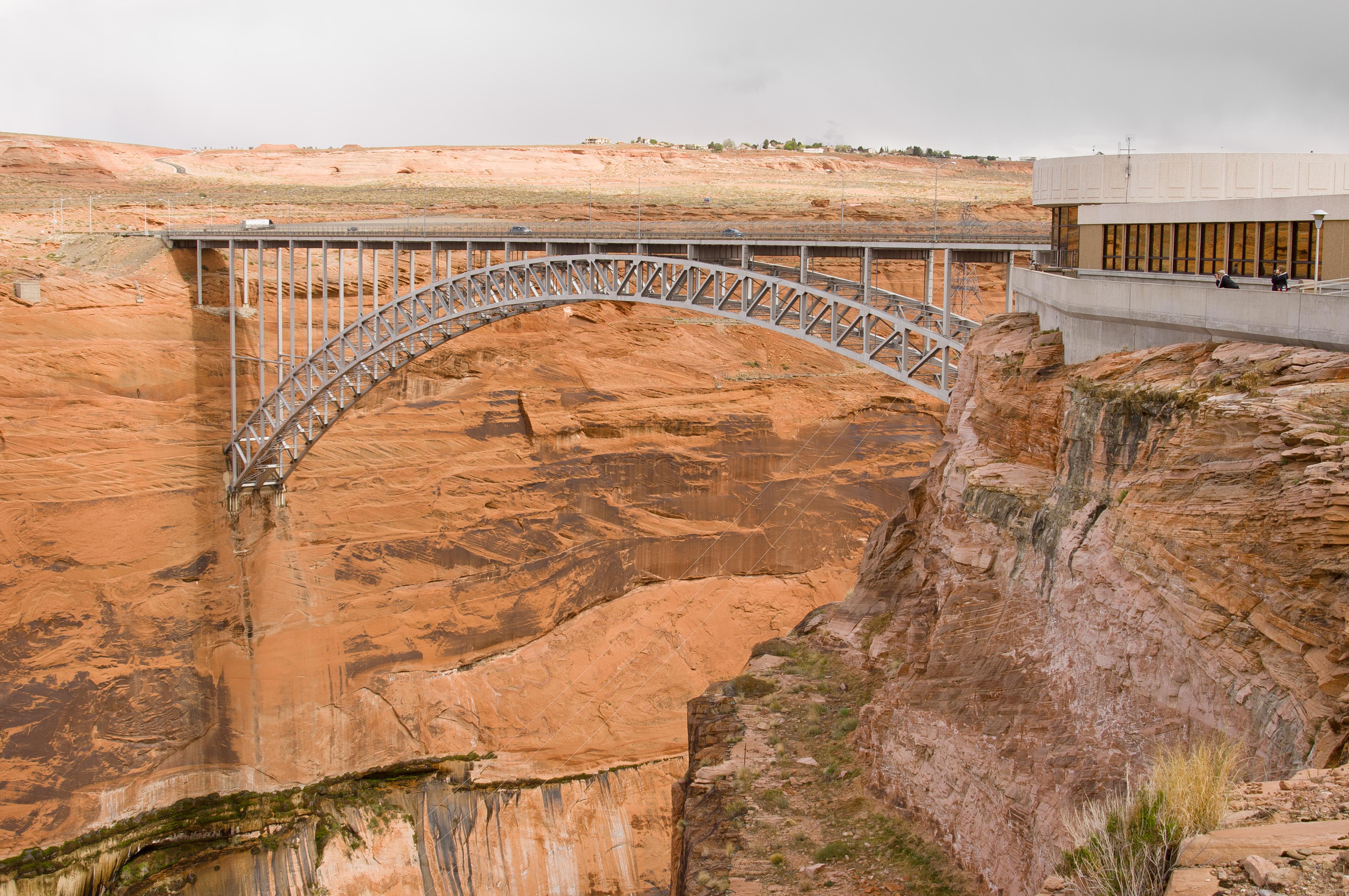 File:Glen Canyon Bridge and Visitor Center.jpg - Wikimedia Commons