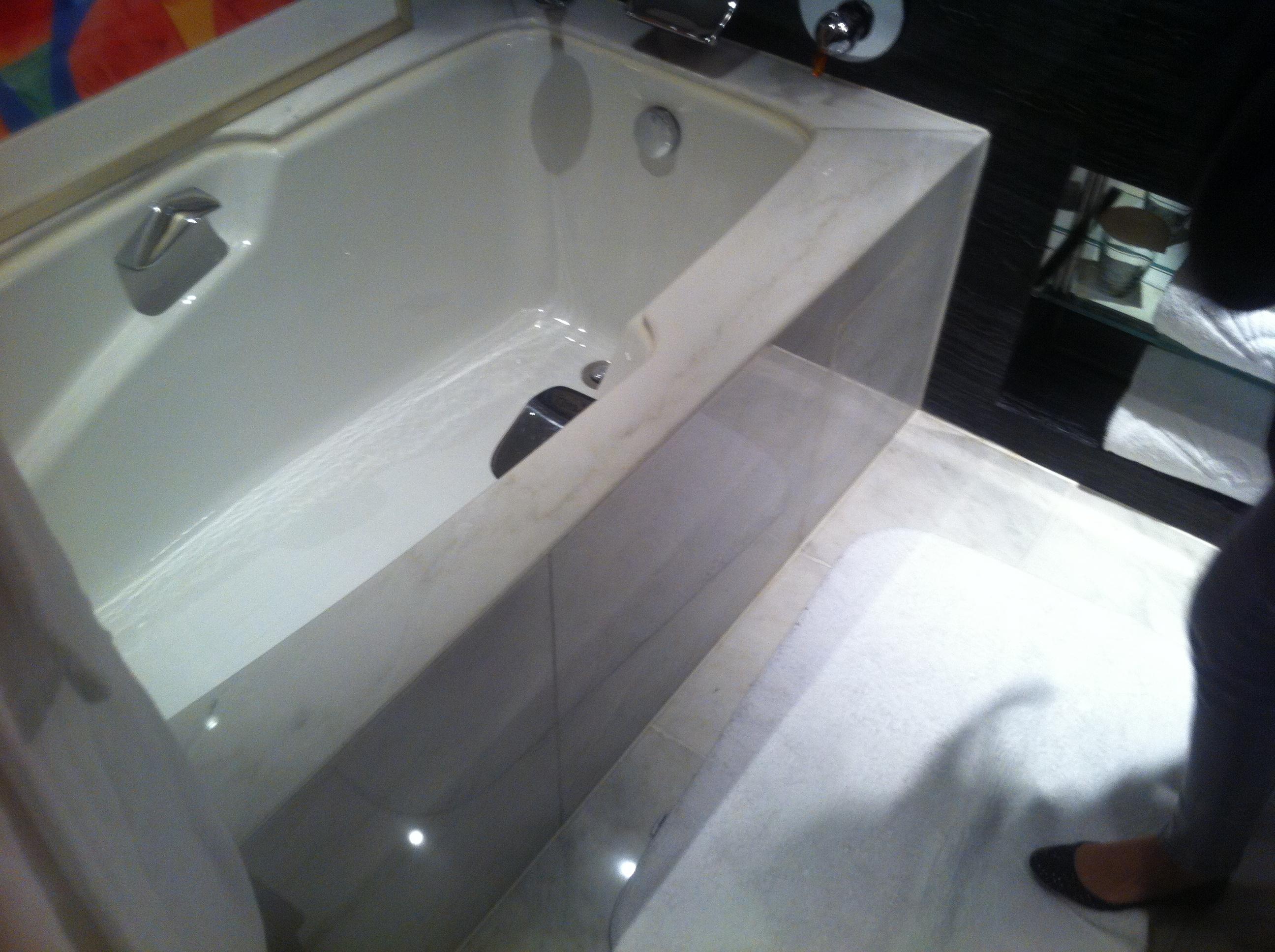 File:HK Central 文華東方酒店 Mandarin Oriental Hotel room 浴缸 ...