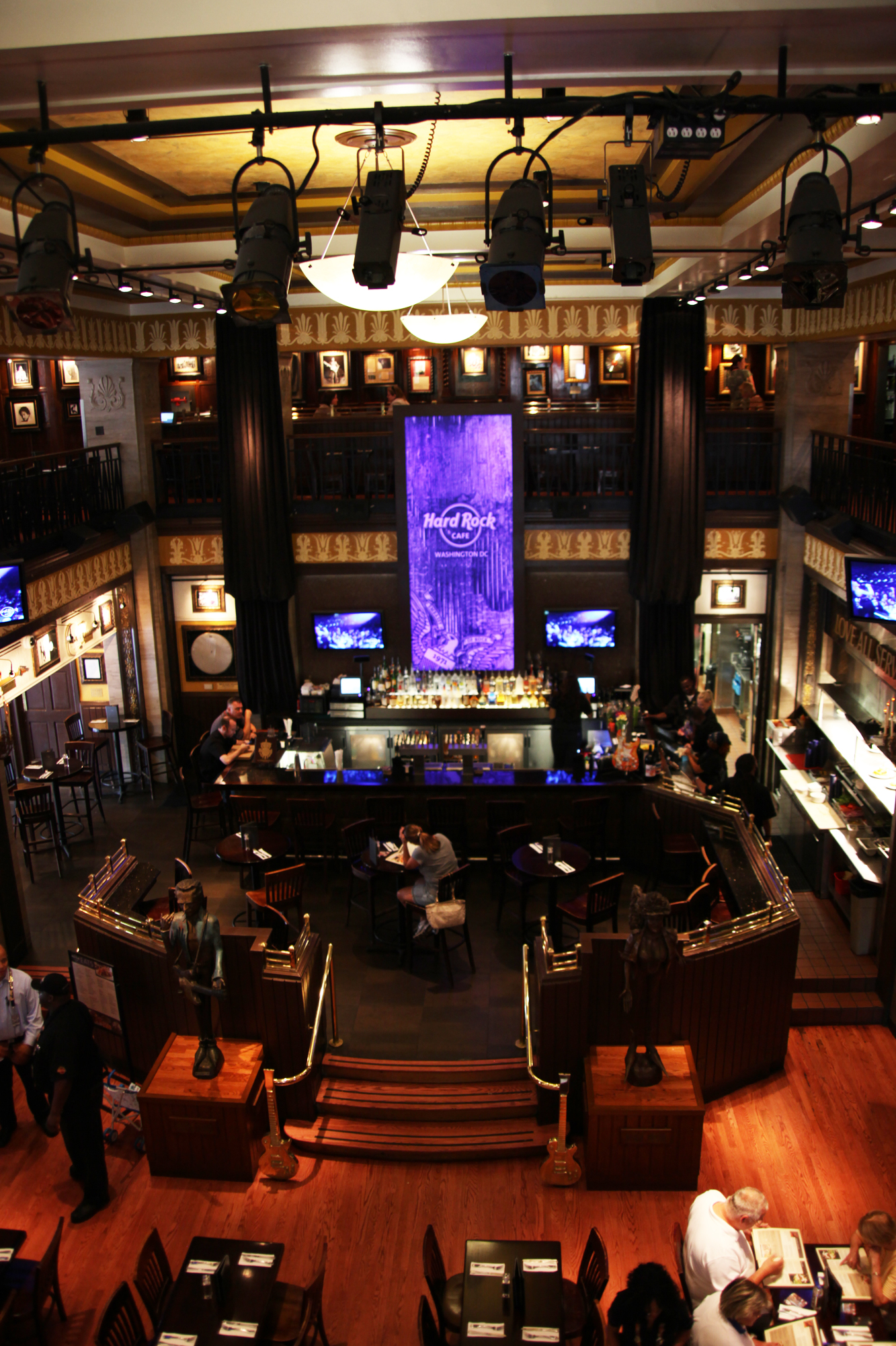Hard Rock Cafe Four Winds Hours