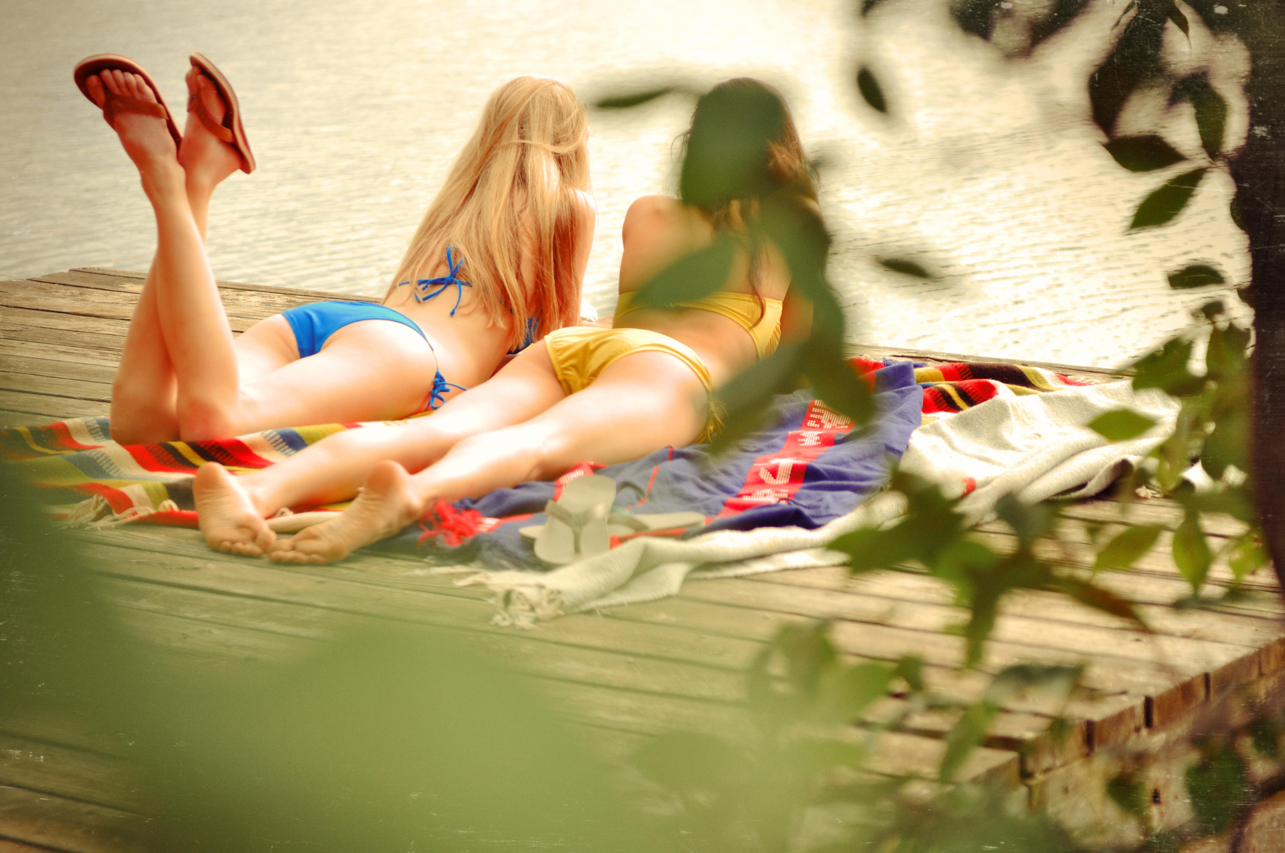 girls in flip flops