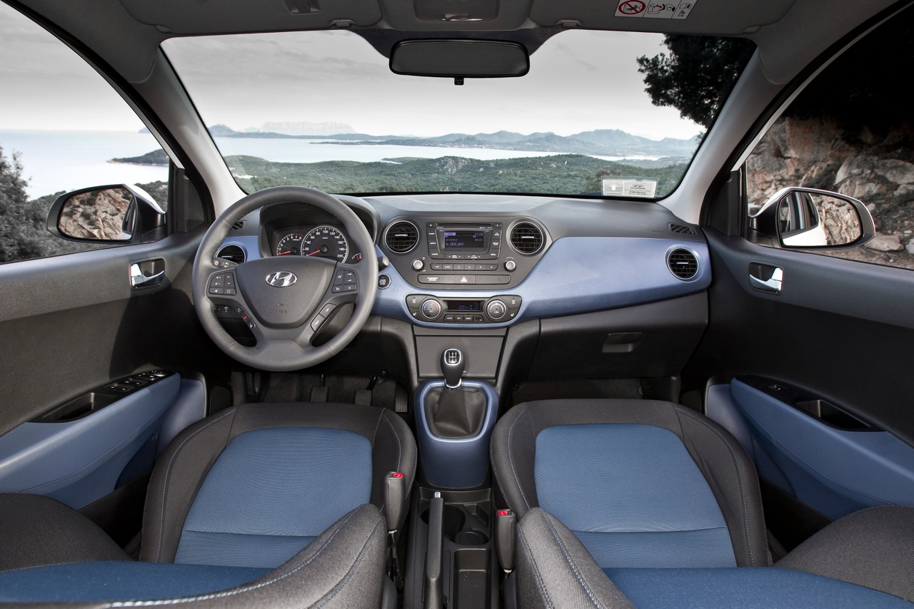 File:Hyundai i10 manual interior.jpg - Wikimedia Commons