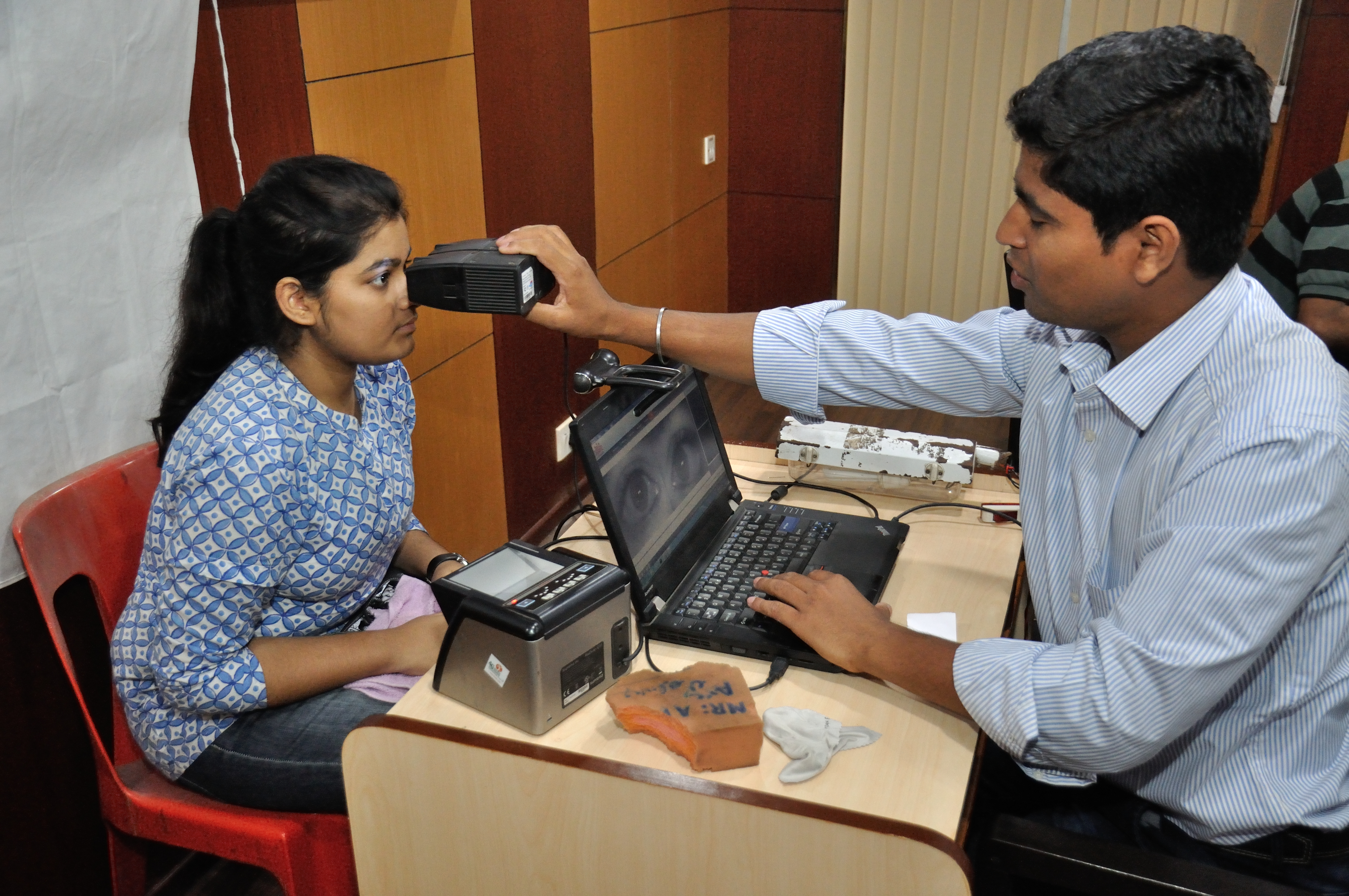File:Iris Scan - Biometric Data Collection - Aadhaar - Kolkata 2015-03-18 3653.JPG