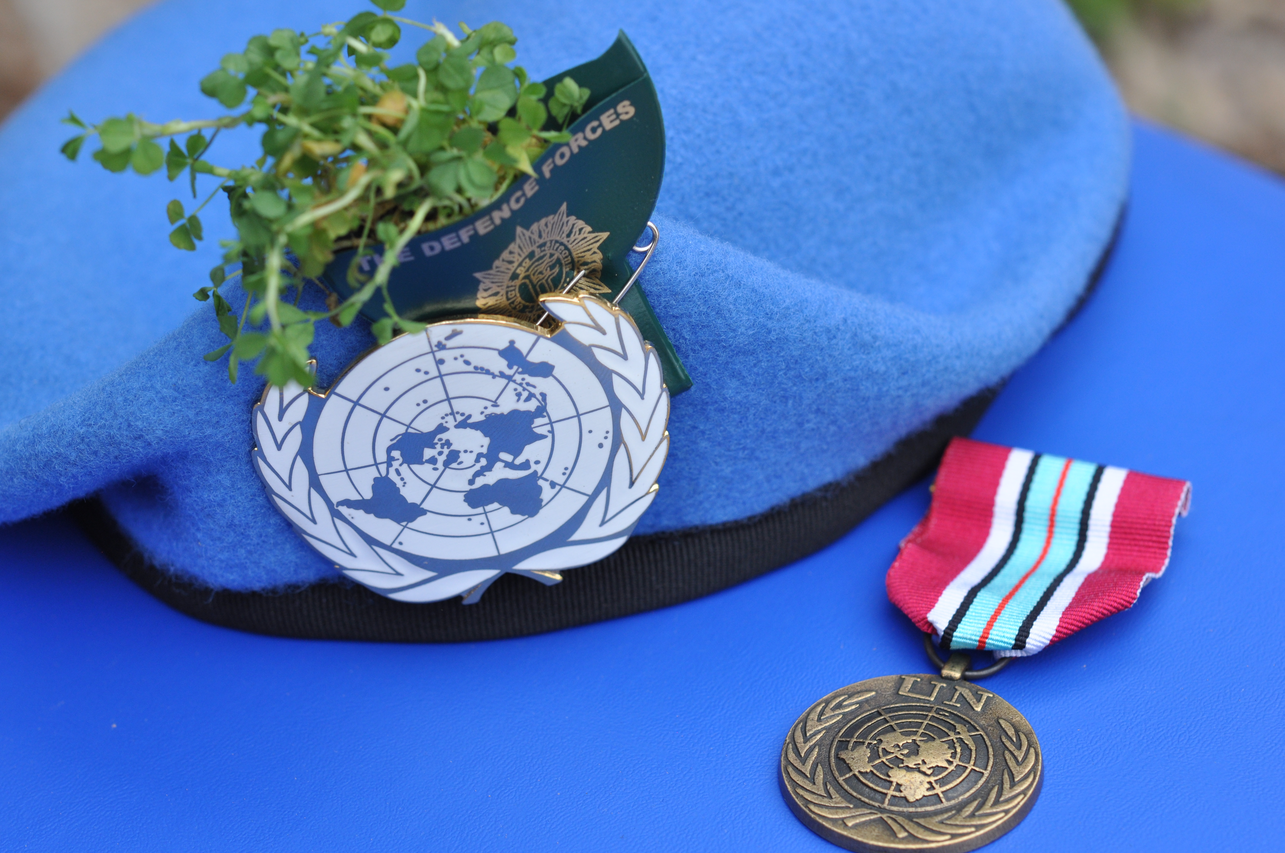 cbd8a98b86520 File Irish Defence Forces UN Beret with Shamrock and the UNDOF Service  Medal (13215113715) (2).jpg