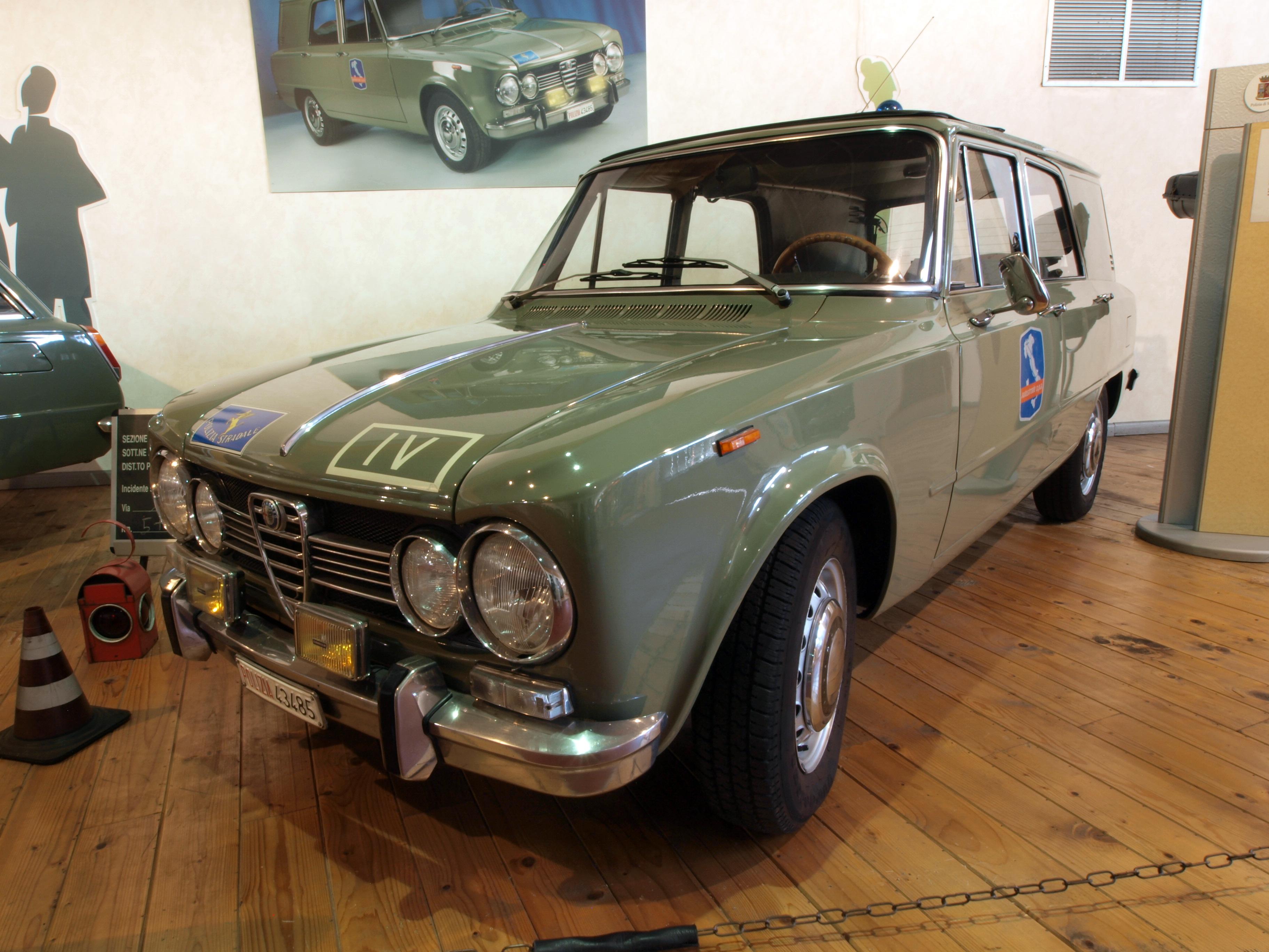 File Italian Police Car Alfa Romeo Polizia 43485 Photo 1