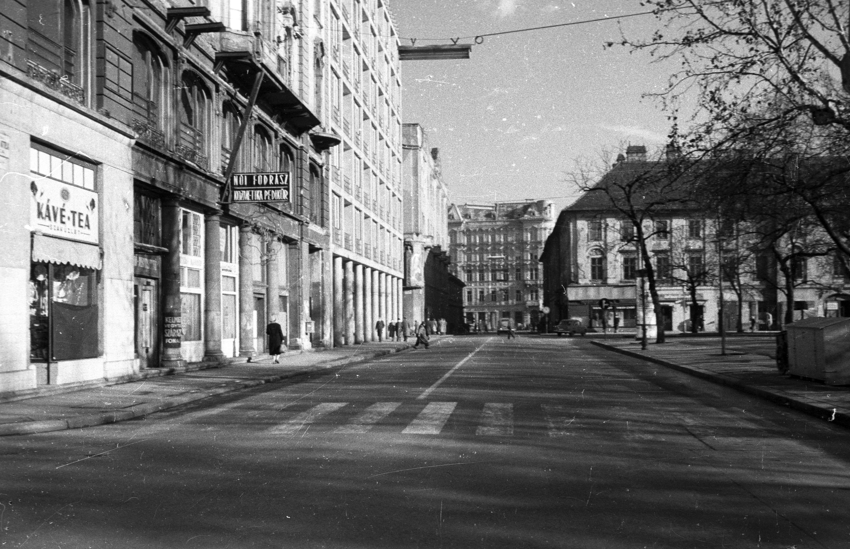 József Attila utca a Bajcsy-Zsilinszky út felé nézve, jobbra az Erzsébet (Engels) tér. Fortepan 79963.jpg